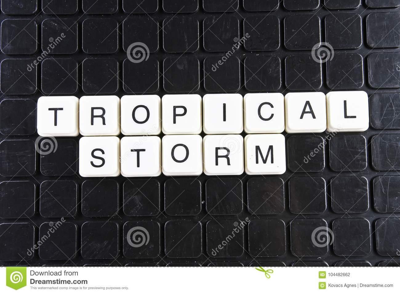 Mot Blanc Des Textes De Tempête Tropicale Sur La Couverture intérieur Jeu De Mot Croisé