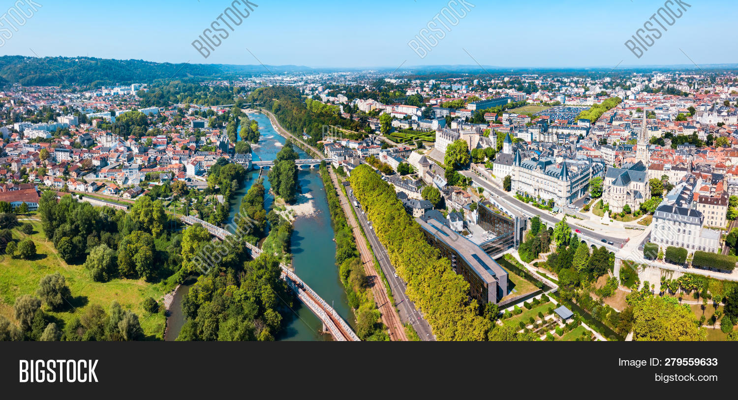Pau Aerial Panoramic Image & Photo (Free Trial) | Bigstock pour Nouvelle Region France