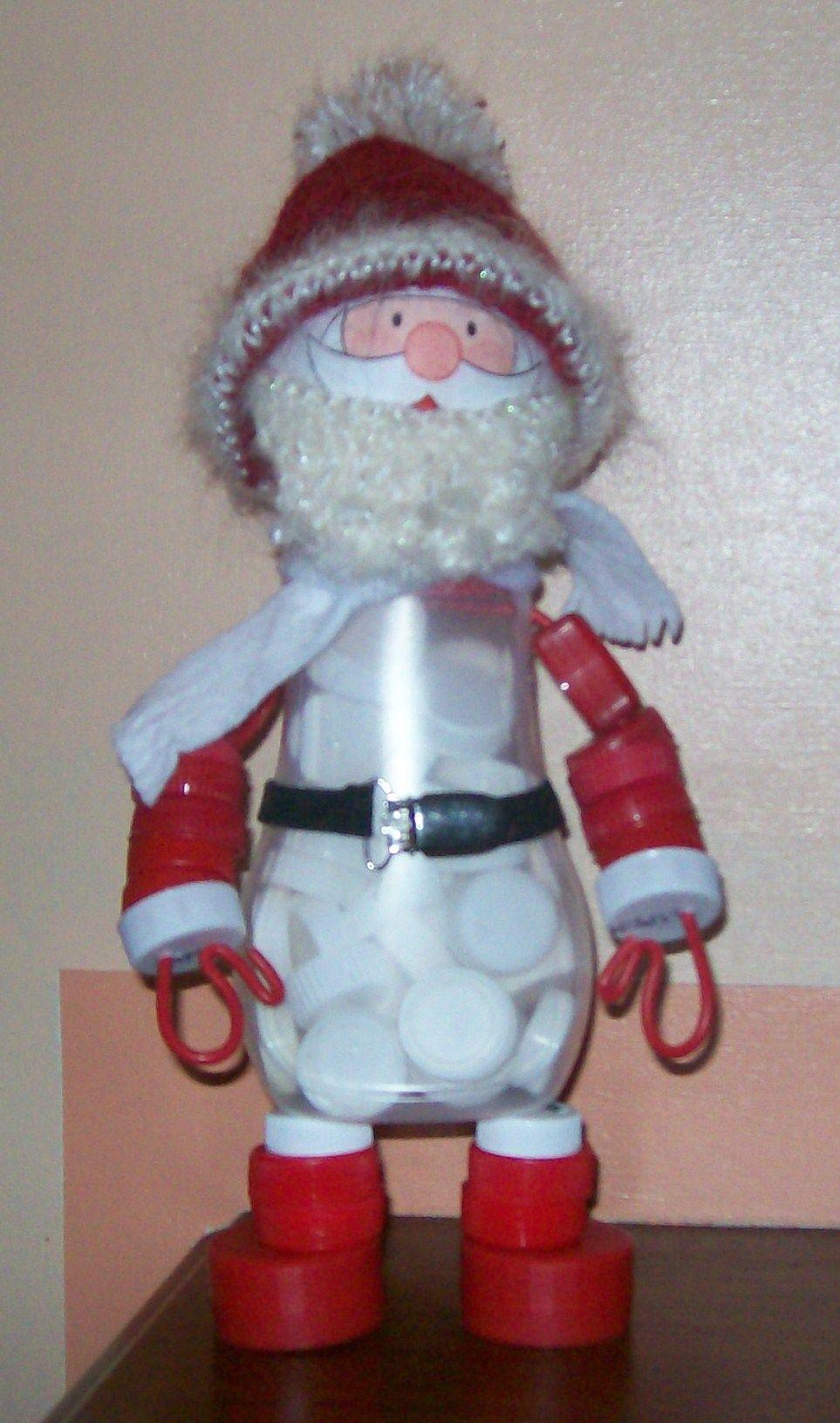 Père Noël Fabriqué Avec Un Flacon Plastique Et Des Bouchons concernant Fabrication De Pere Noel