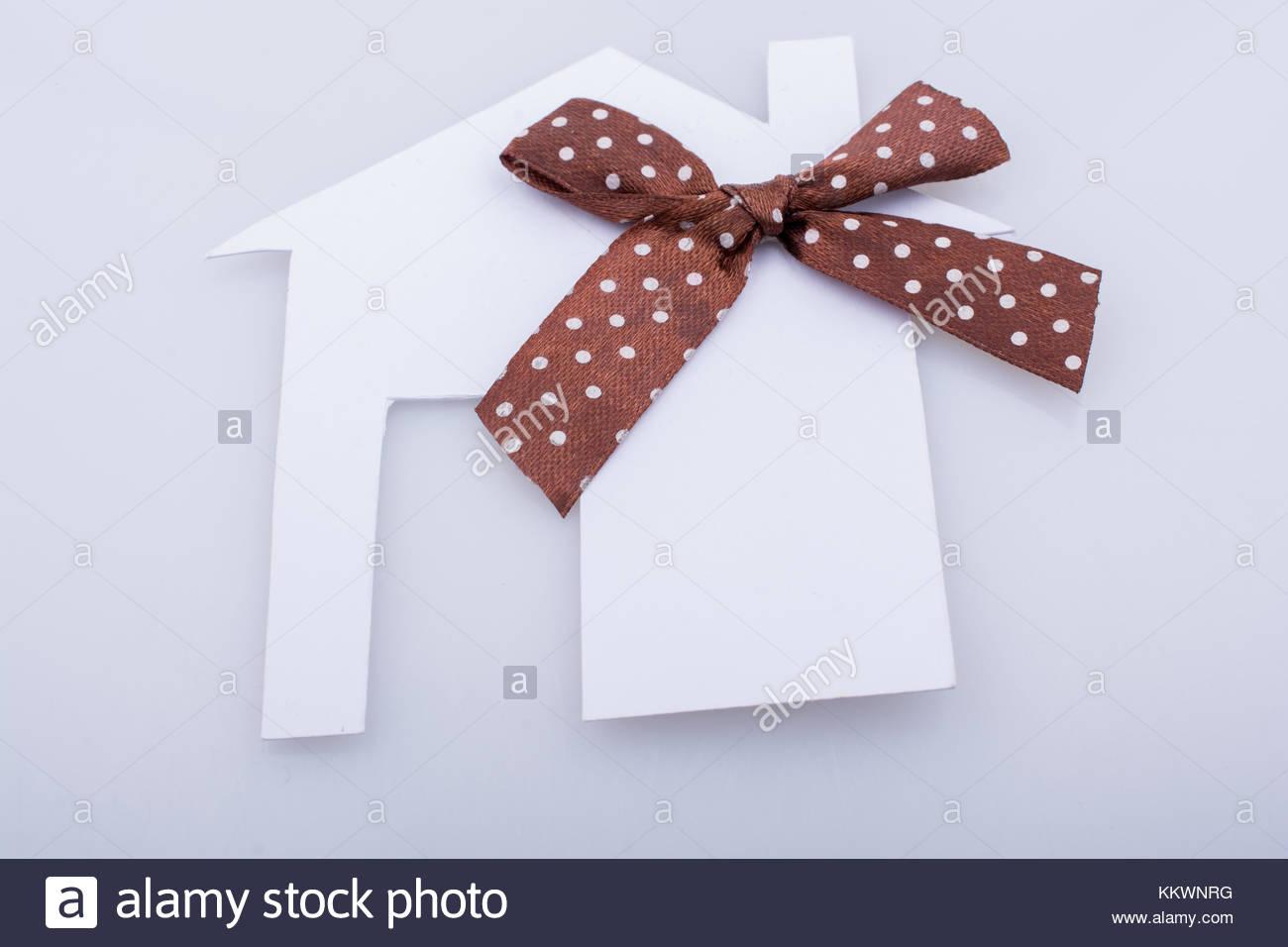 Petite Maison Découper La Forme De Papier Avec Ruban Banque pour Maison Papier A Decouper