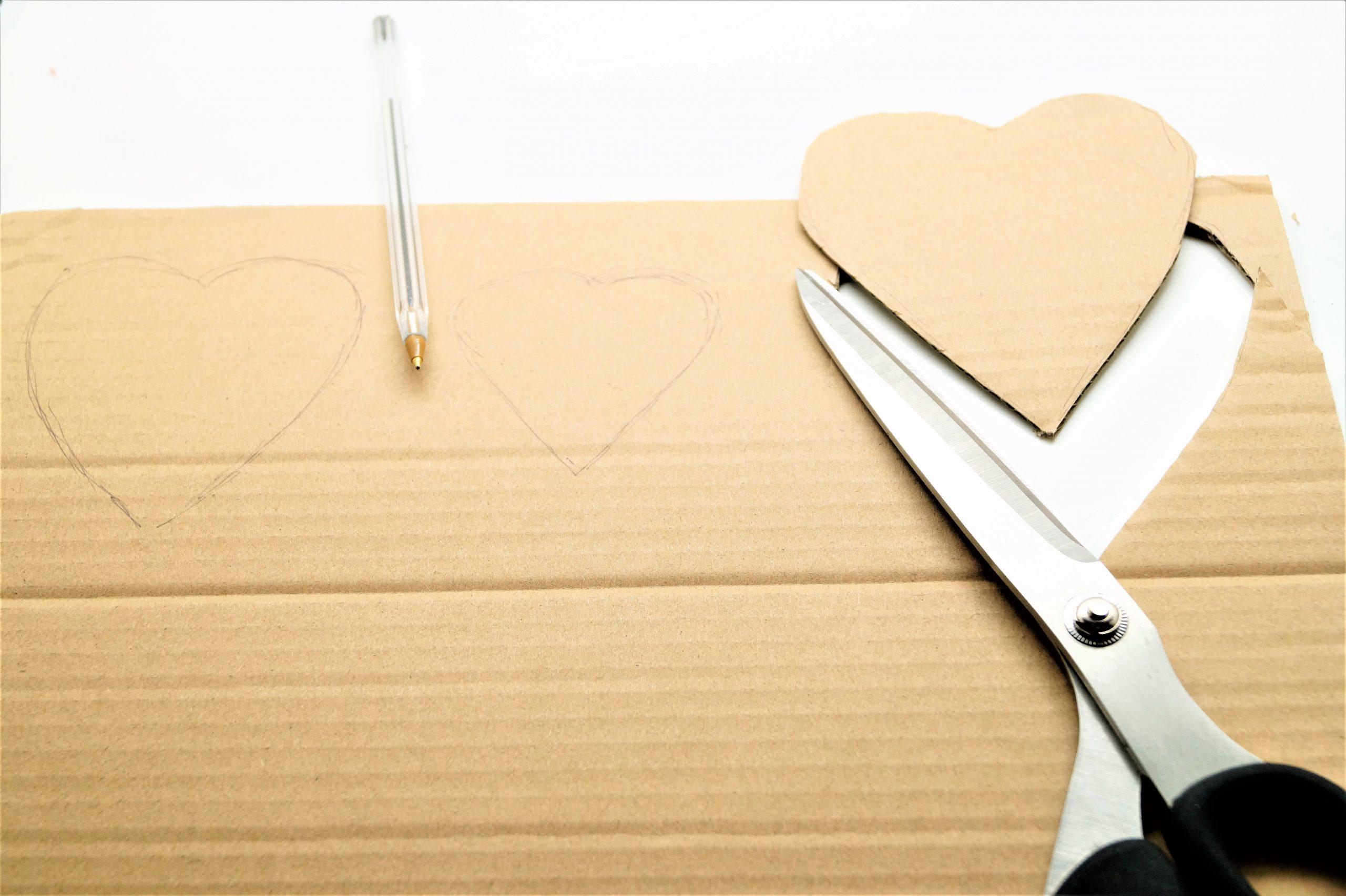 Photo 1 Dessin Et Découpe Des Coeurs De 3 Dimensions concernant Dessin À Découper