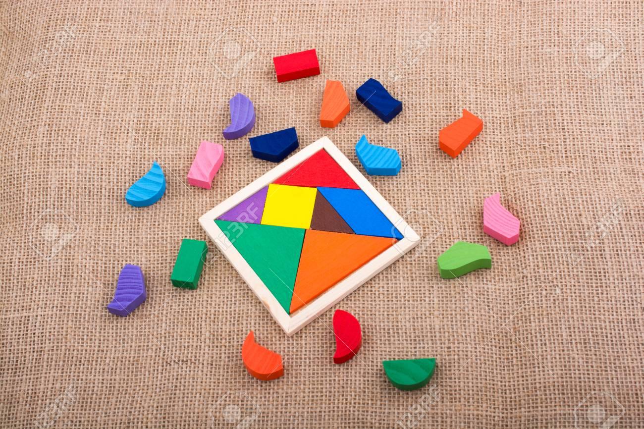 Pièces Colorées D'un Puzzle Tangram Carré concernant Tangram Carré