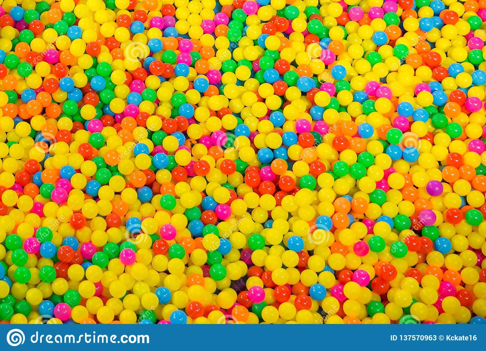 Piscine De Boule Dans La Salle De Jeux Des Enfants Boules En pour Jeux De Billes Gratuits