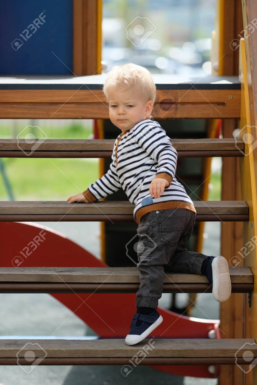 Portrait D'un Tout-Petit Enfant À L'extérieur. Bébé D'un An À L'aire De Jeux serapportantà Jeux Tout Petit