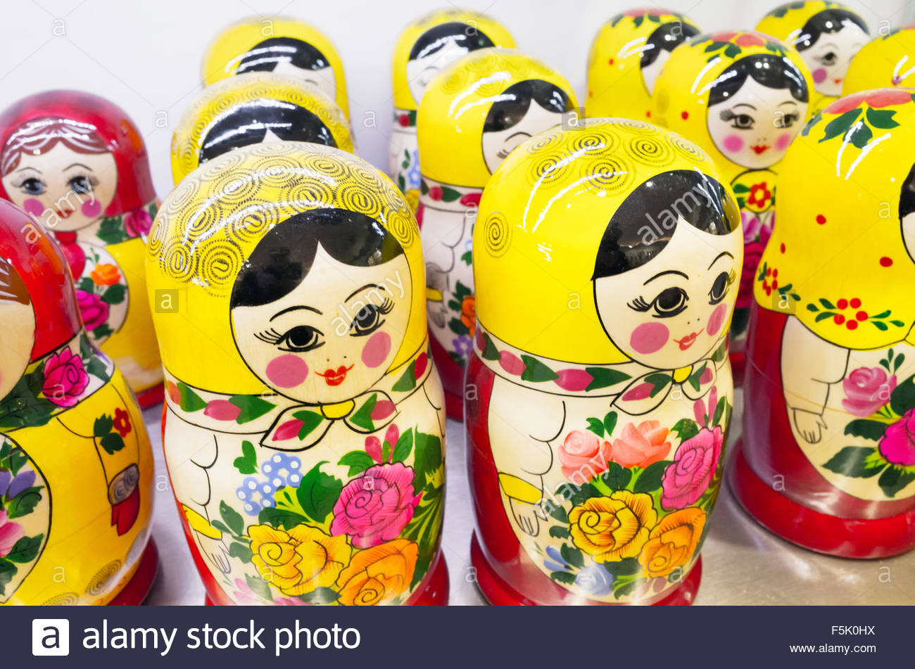 Poupées Matriochka En Bois Coloré, Également Connu Sous Le pour Nom Poupée Russe