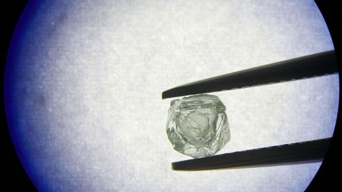 Première Mondiale: Un Diamant-«Matriochka» Découvert En à Nom Poupée Russe