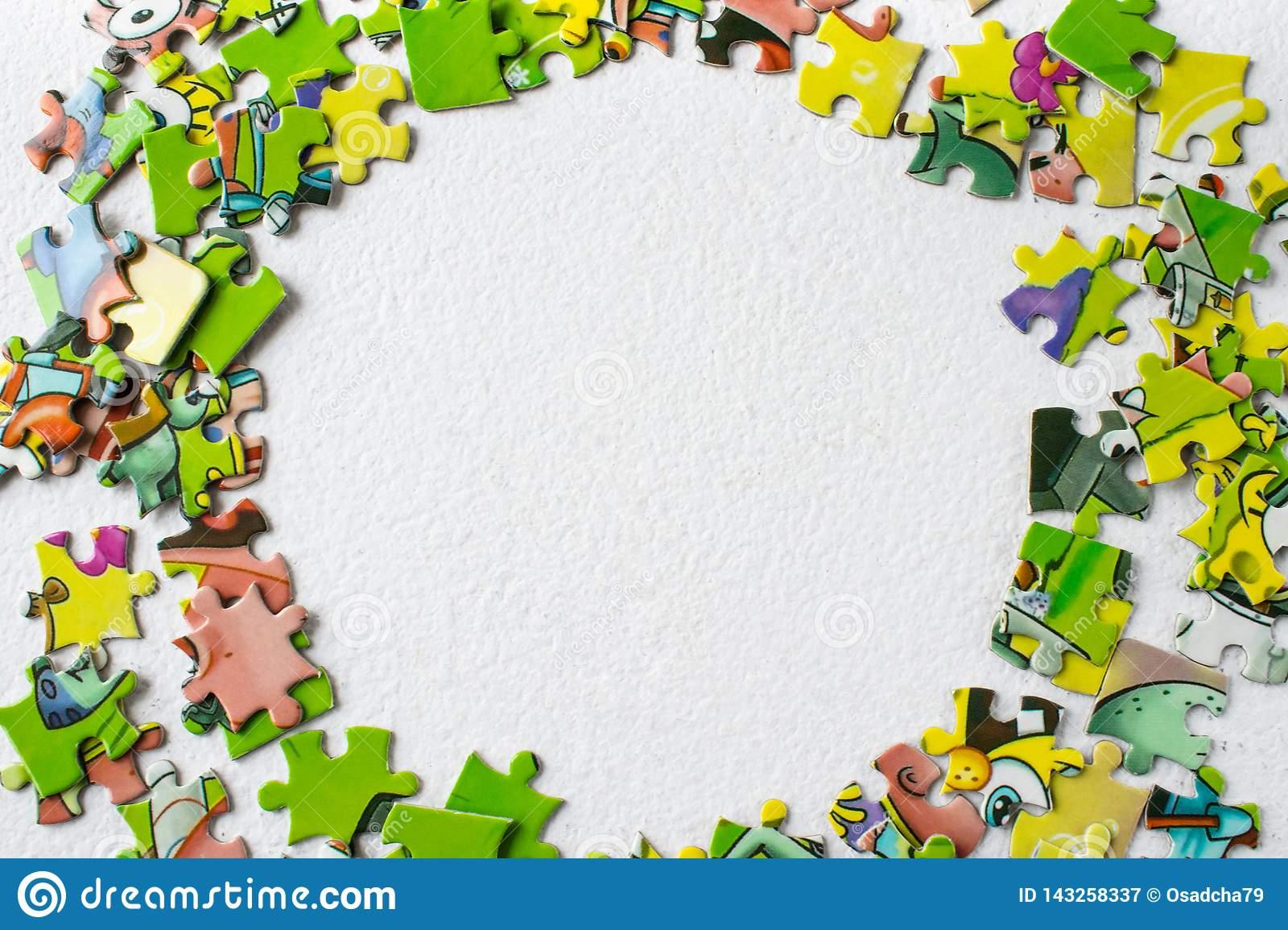 Puzzles Jeu Éducatif Pour Des Enfants Et Des Adultes Il Y A serapportantà Jeux Enfant Educatif