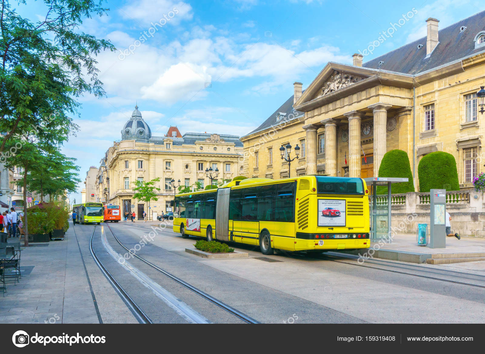 Reims France - June 17, 2017 : Tram On The Streets And serapportantà Region De France 2017