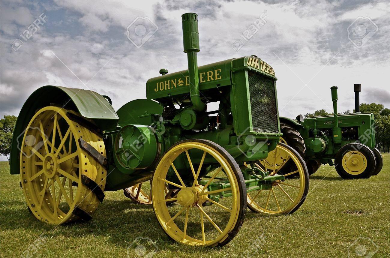 Restored Old John Deere Tractors concernant Image Tracteur John Deere