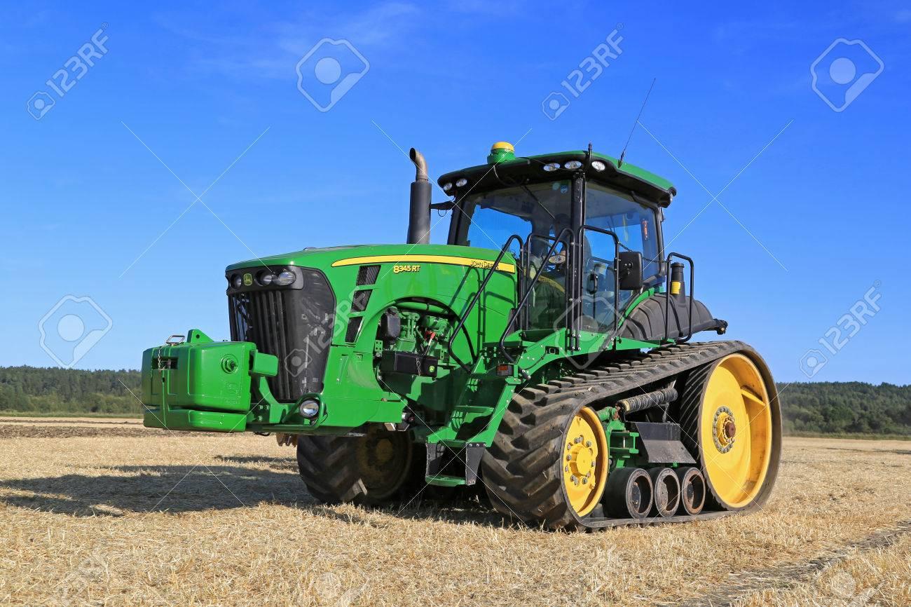Salo, Finland - August 21, 2015: Unnamed Farmer Operates John.. encequiconcerne Image Tracteur John Deere