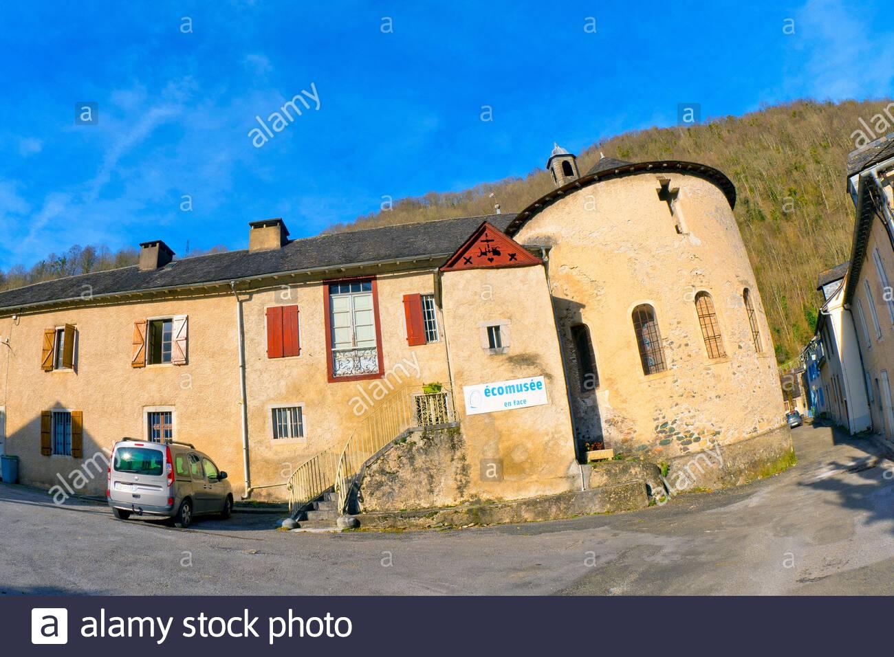 Street Scene, Typical Architecture, Village Of Sarrance à Nouvelle Region France
