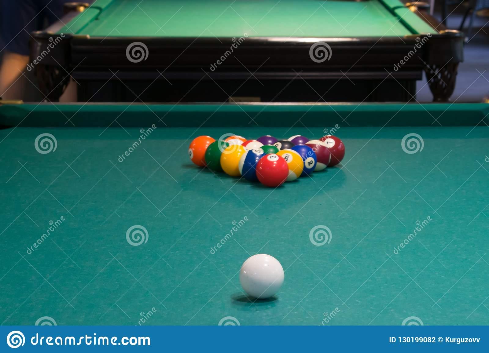 Sur La Table De Billard Verte, Le Début Du Jeu, Les Boules tout Jeux De Biyare