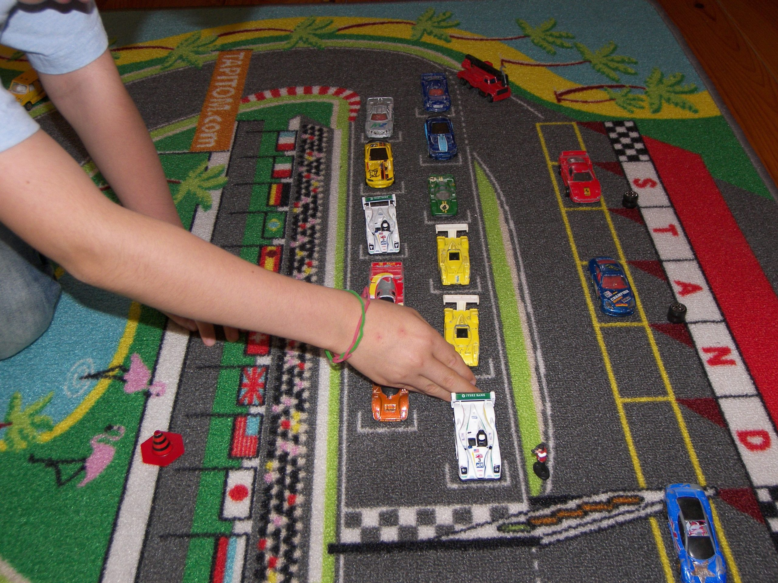 Tapis De Jeu Pour Chambre D'enfant Pour Jouer Avec Ses concernant Jeux De Voiture Gratuit Pour Enfan