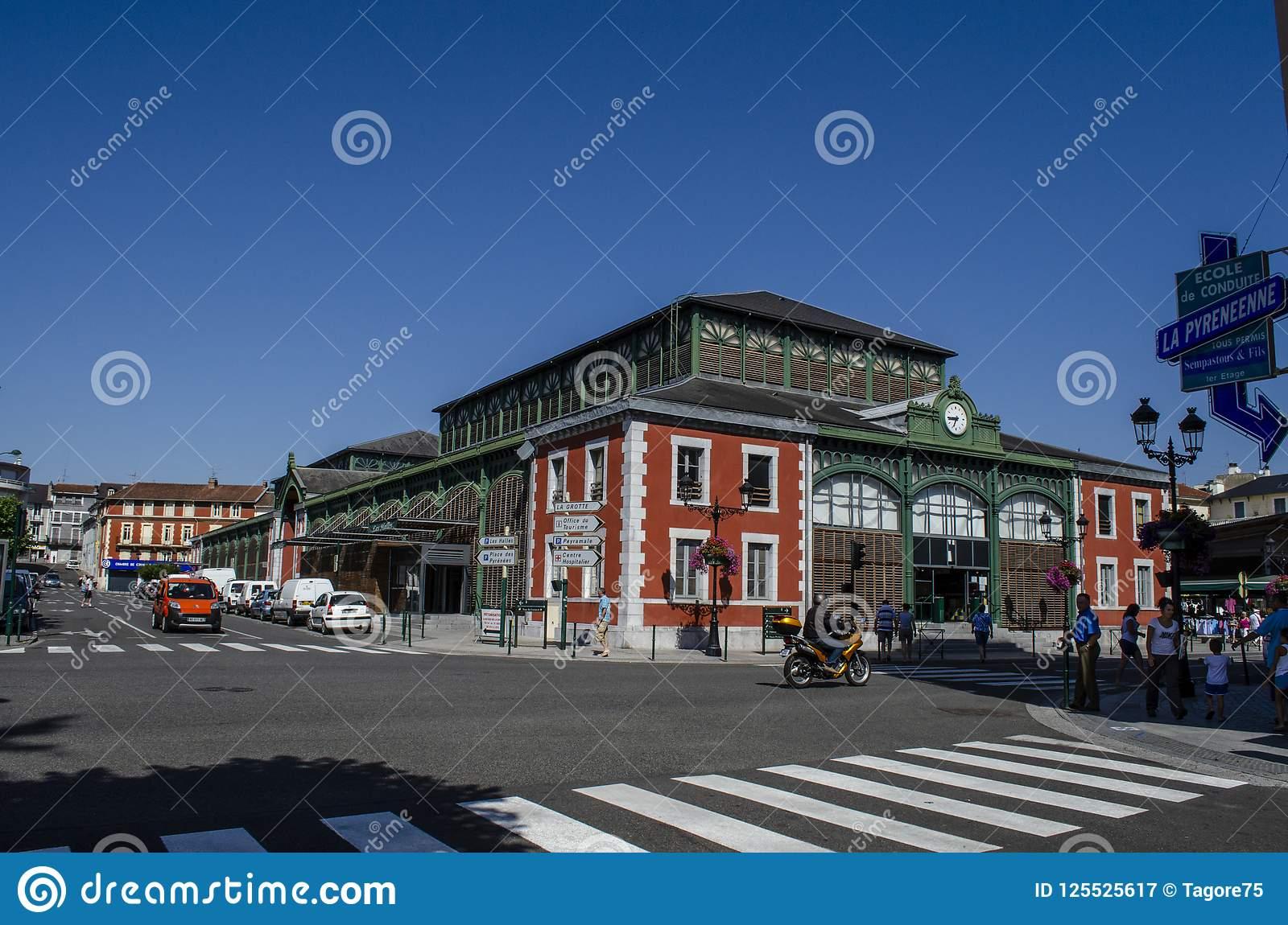 The Market Located In Lourdes In The Hautes-Pyrenees pour Liste De Departement De France