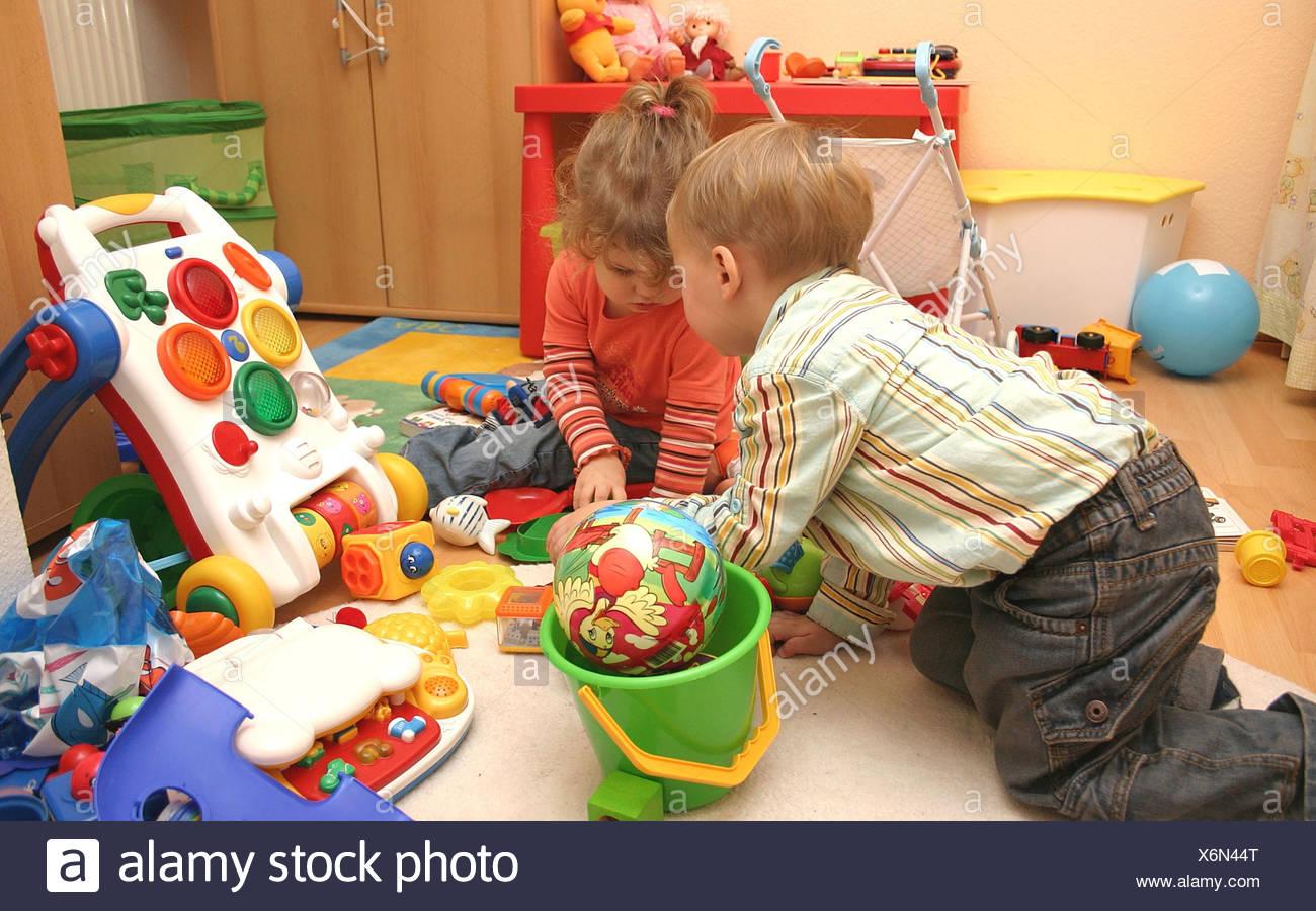 Tout-Petit Enfant,fun,jeux,jouets,creche Banque D'images tout Jeux Tout Petit