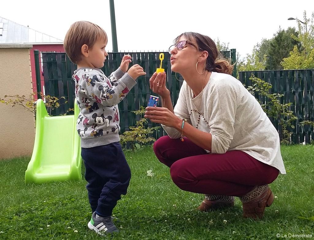 Un Enfant Autiste Cherche Des Compagnons De Jeux | Le avec Jeux Pour Jeunes Enfants
