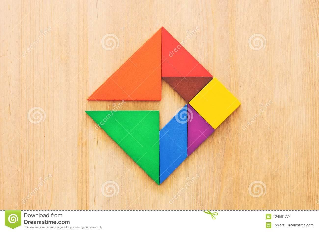Un Morceau Absent Dans Un Puzzle Carré De Tangram, Au-Dessus destiné Tangram Carré