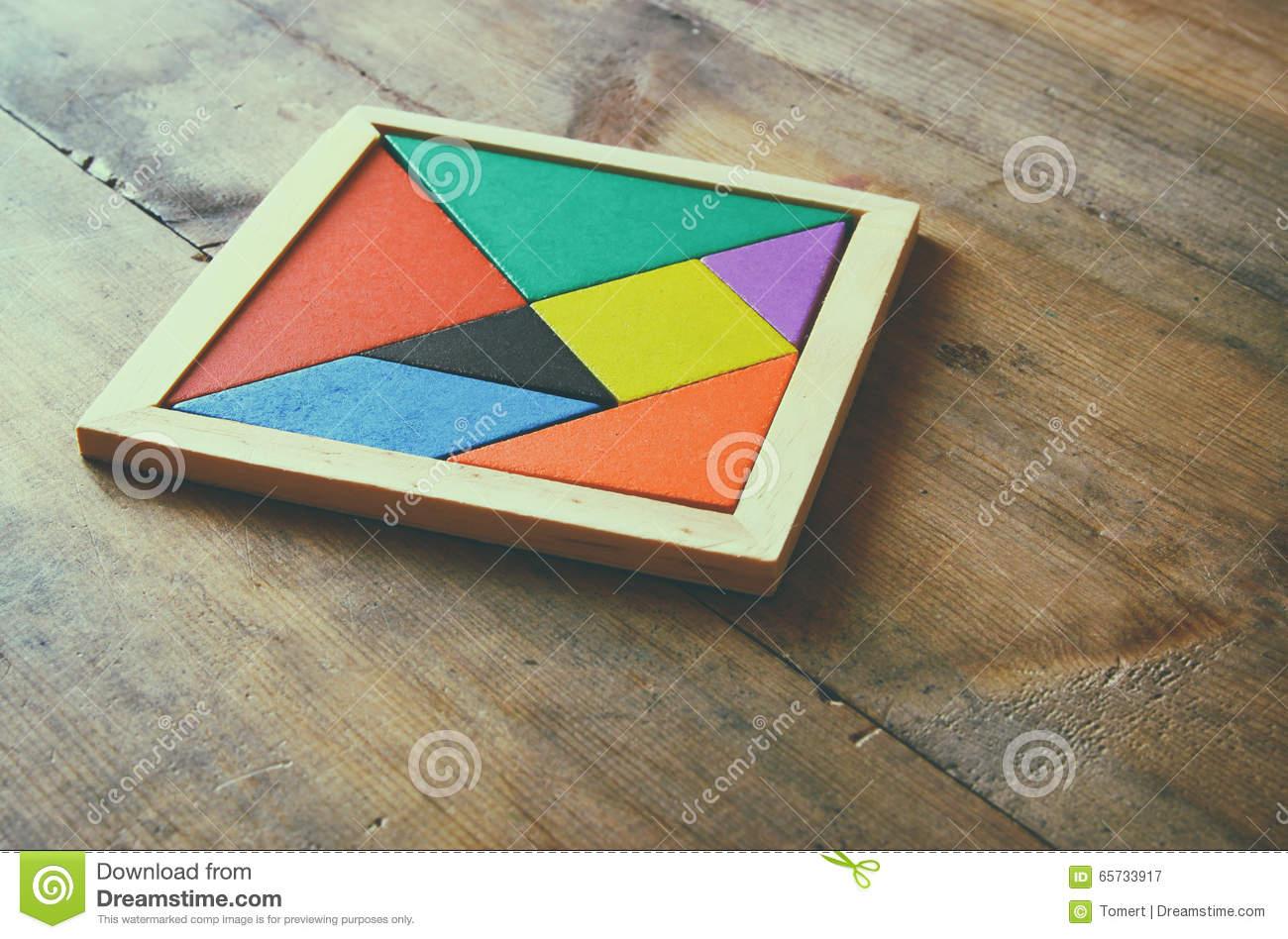 Un Morceau Absent Dans Un Puzzle Carré De Tangram, Au-Dessus serapportantà Tangram Carré