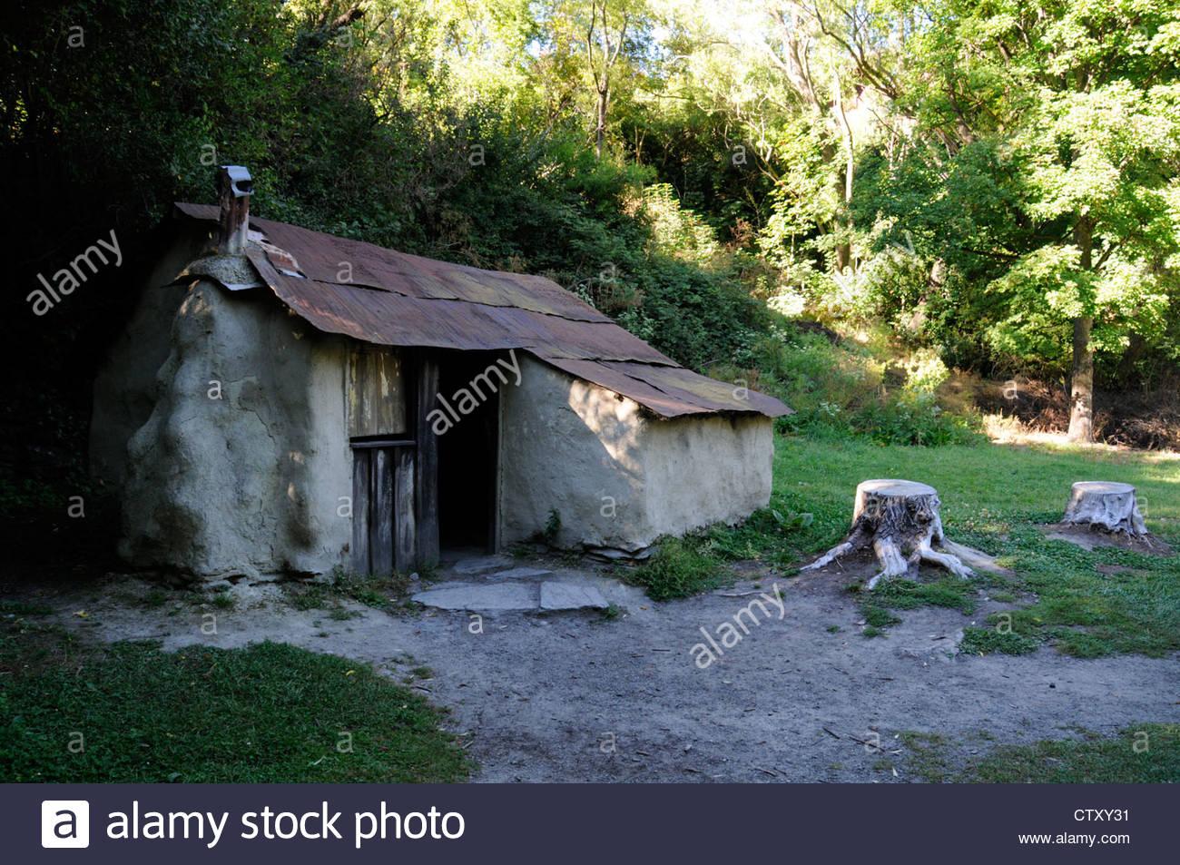 Une Cabane De Mineur D'or Chinoise Dans Le Cadre De L'ancien à Mineur D Or