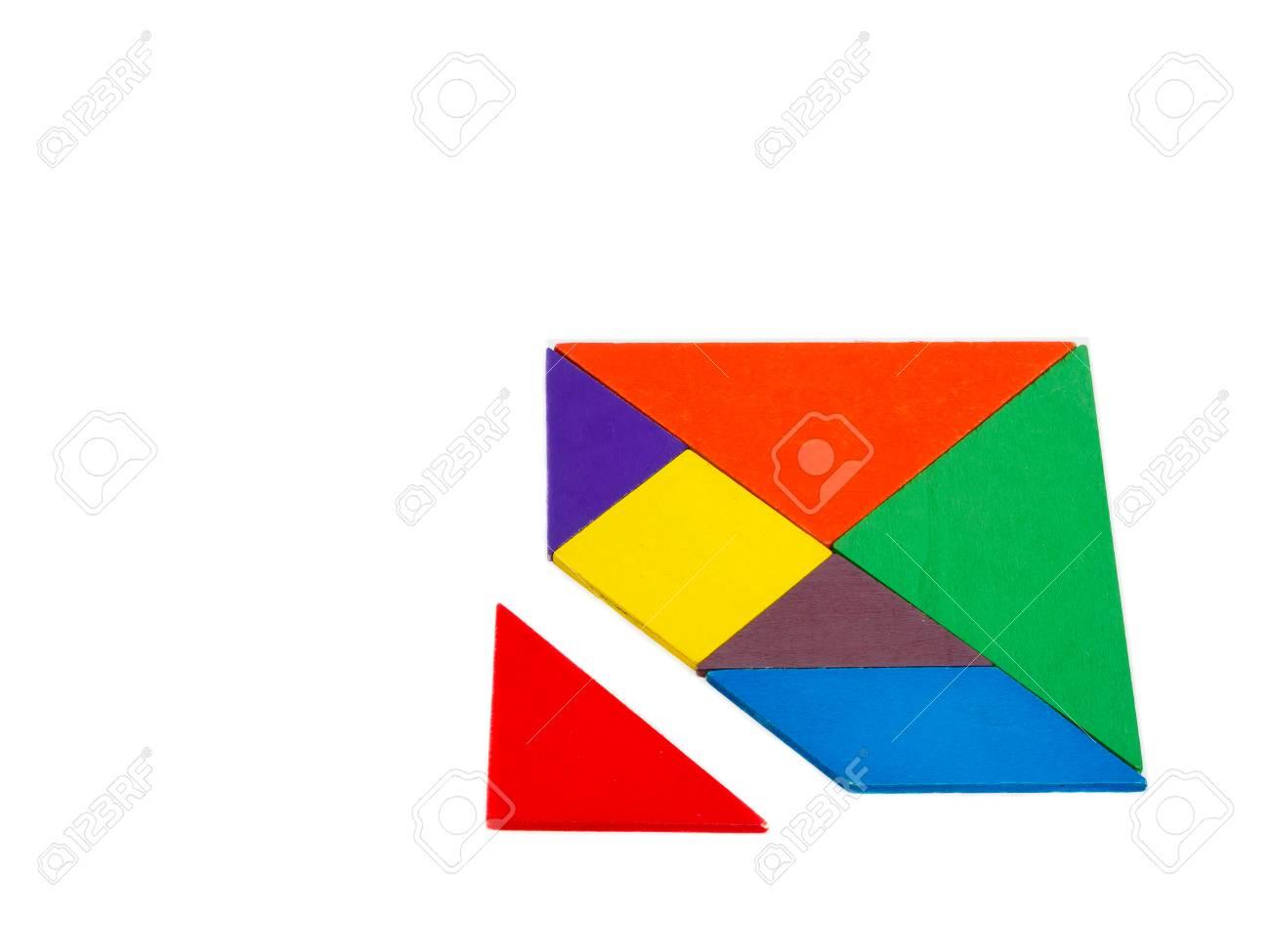 Une Pièce Manquante Dans Un Puzzle De Tangram Carré Puzzle En Bois Coloré  Pour Enfant Sur Fond Blanc dedans Tangram Enfant