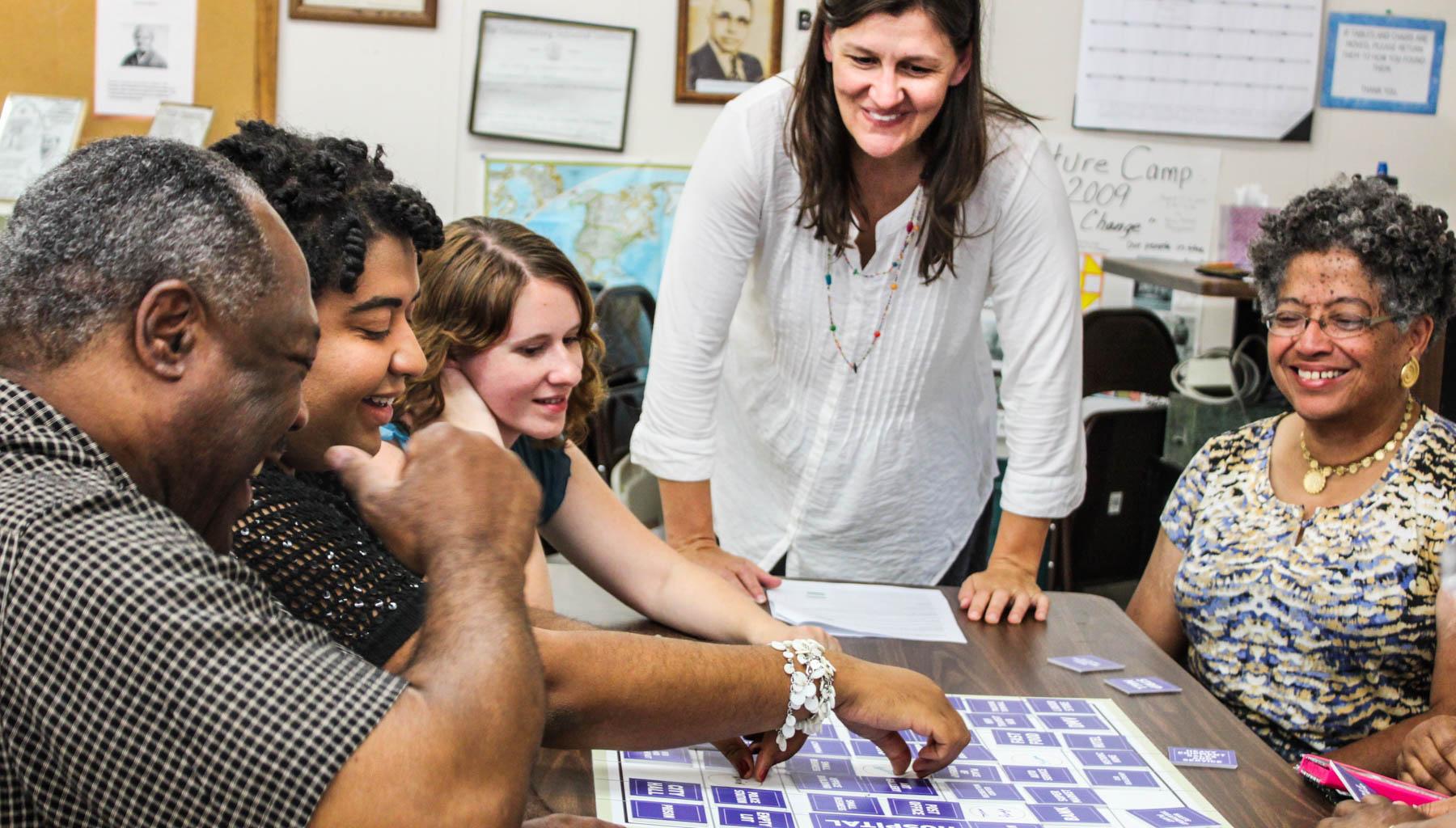 Usa : Jeux De Société Et Théâtre Interactif Pour Planifier L pour Jeux Societe Interactif