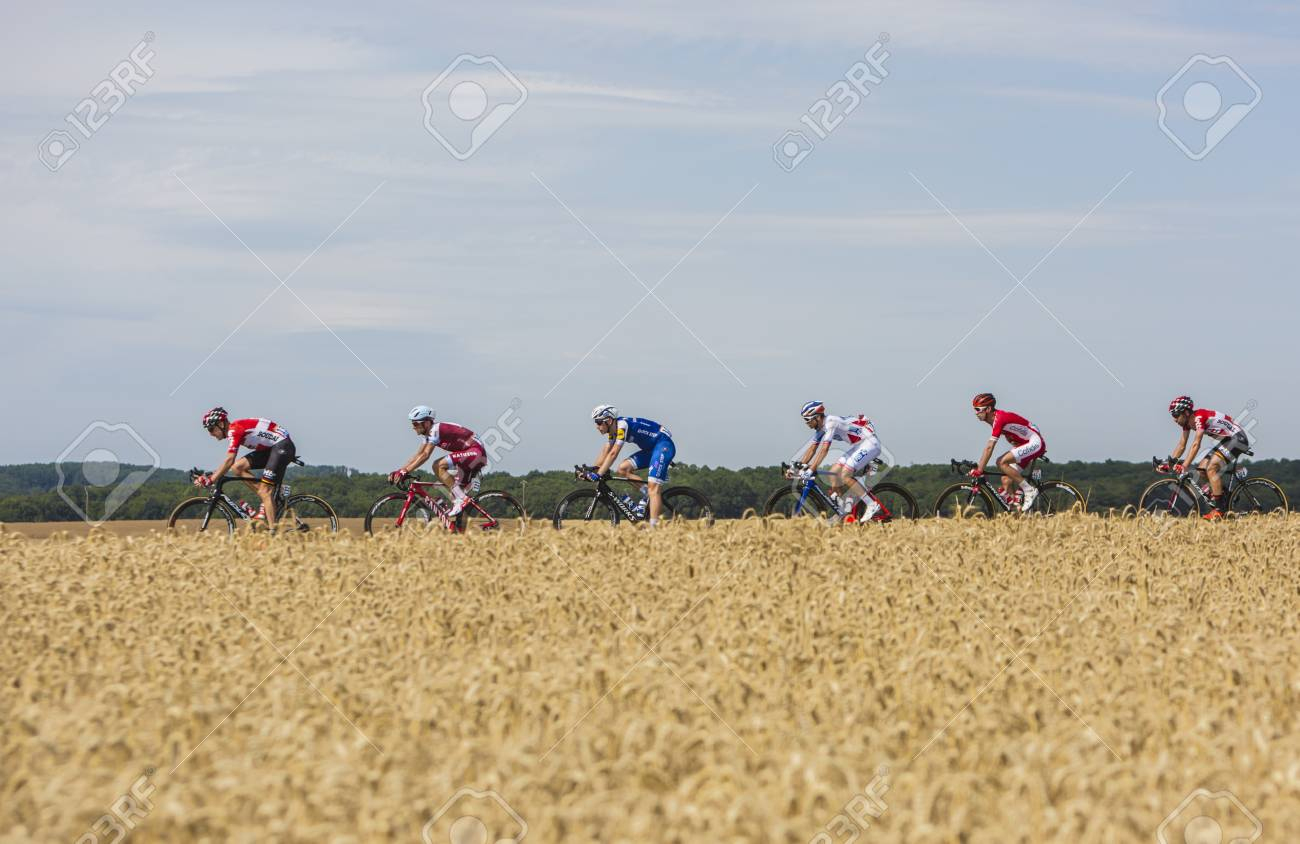 Vendeuvre-Sur-Barse, France - 6 July, 2017: A Group Of Six Cyclists In  Front Of The Peloton Pass Through A Region Of Wheat Fields During The Stage  6 intérieur Region De France 2017