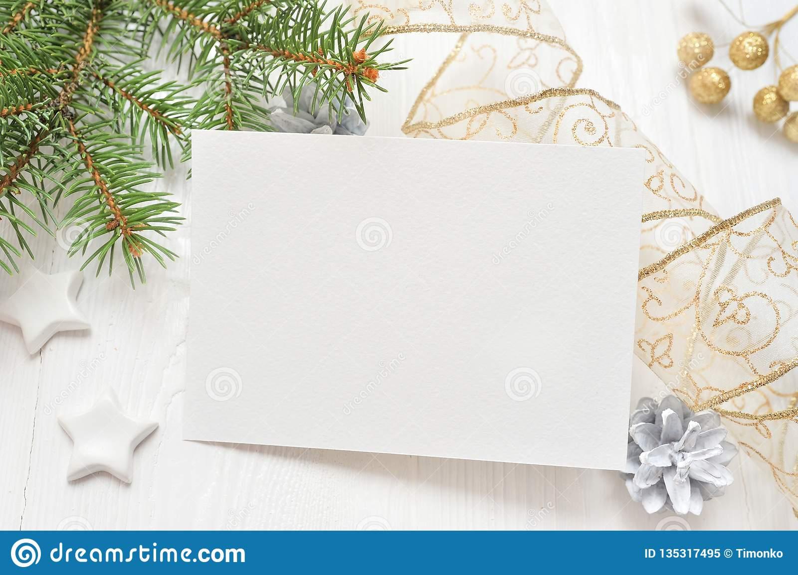 Videz La Feuille De Papier Blanche Sur Un Fond De Noël Blanc serapportantà Papier Lettre De Noel