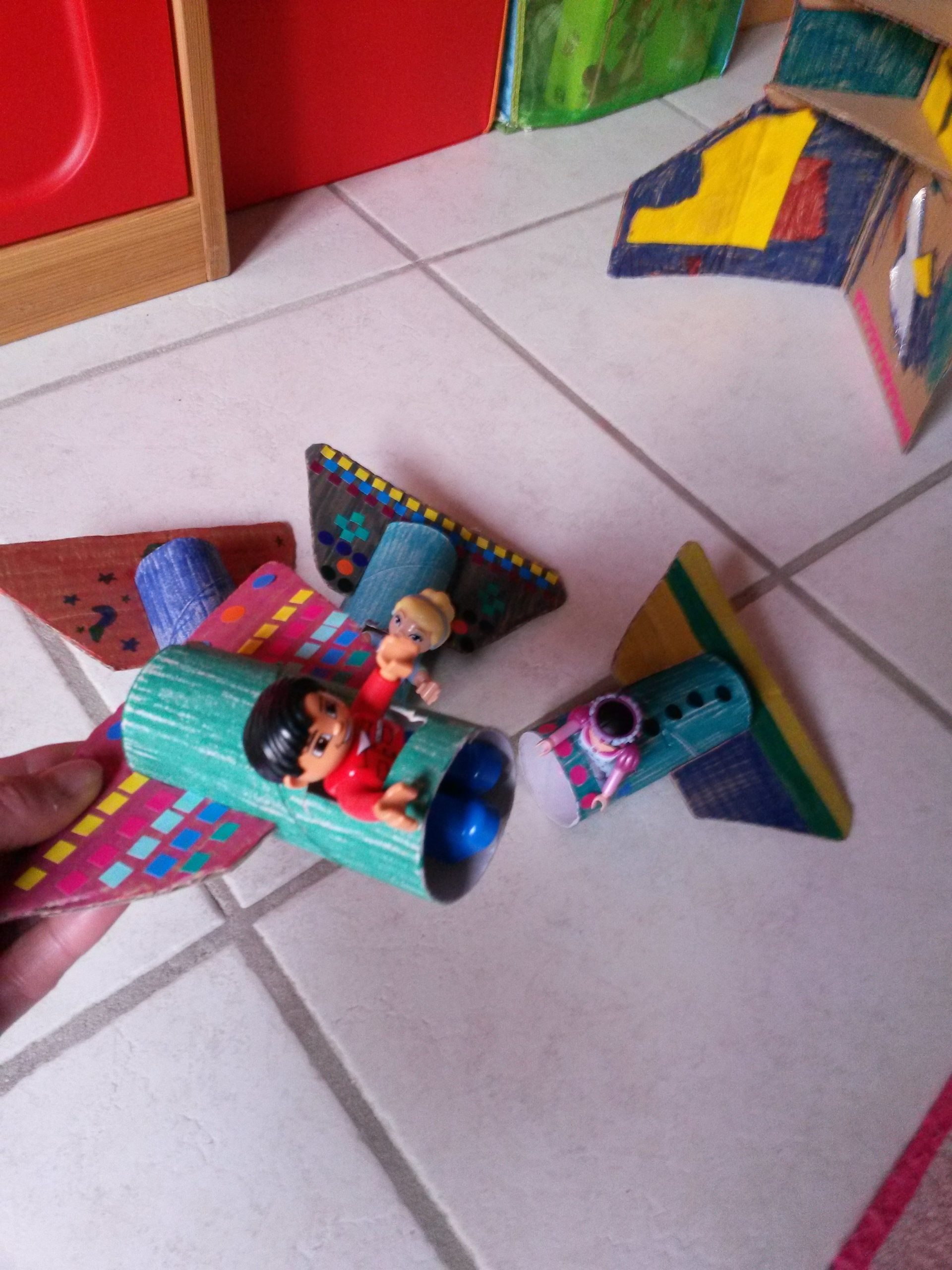 3 Constructions En Carton À Faire Avec Les Enfants tout Activité Simple A Faire