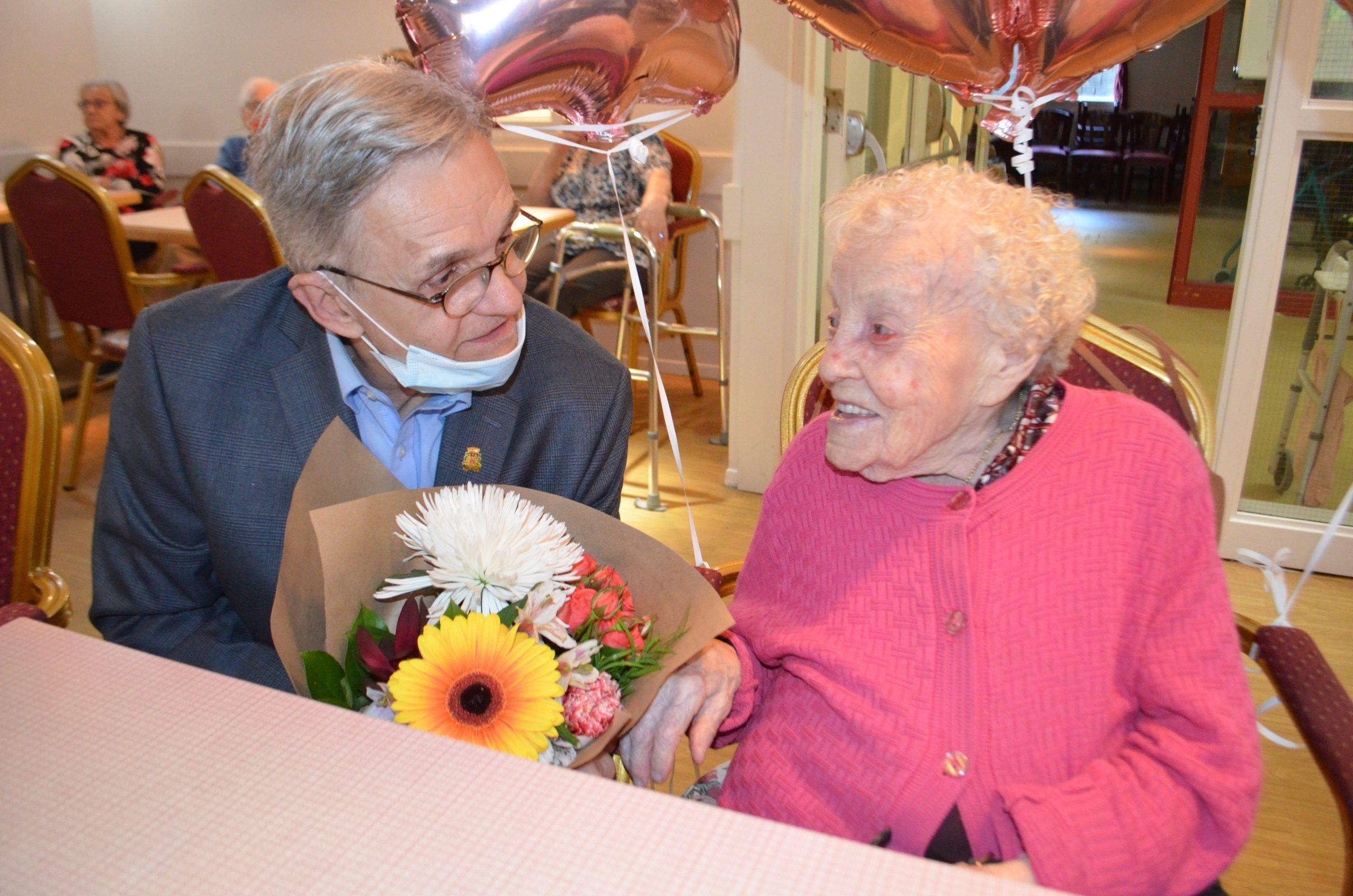 À 108 Ans, Rose Boulanger Tétreault Aime Toujours Les Mots à Grand Ensemble Mots Croisés