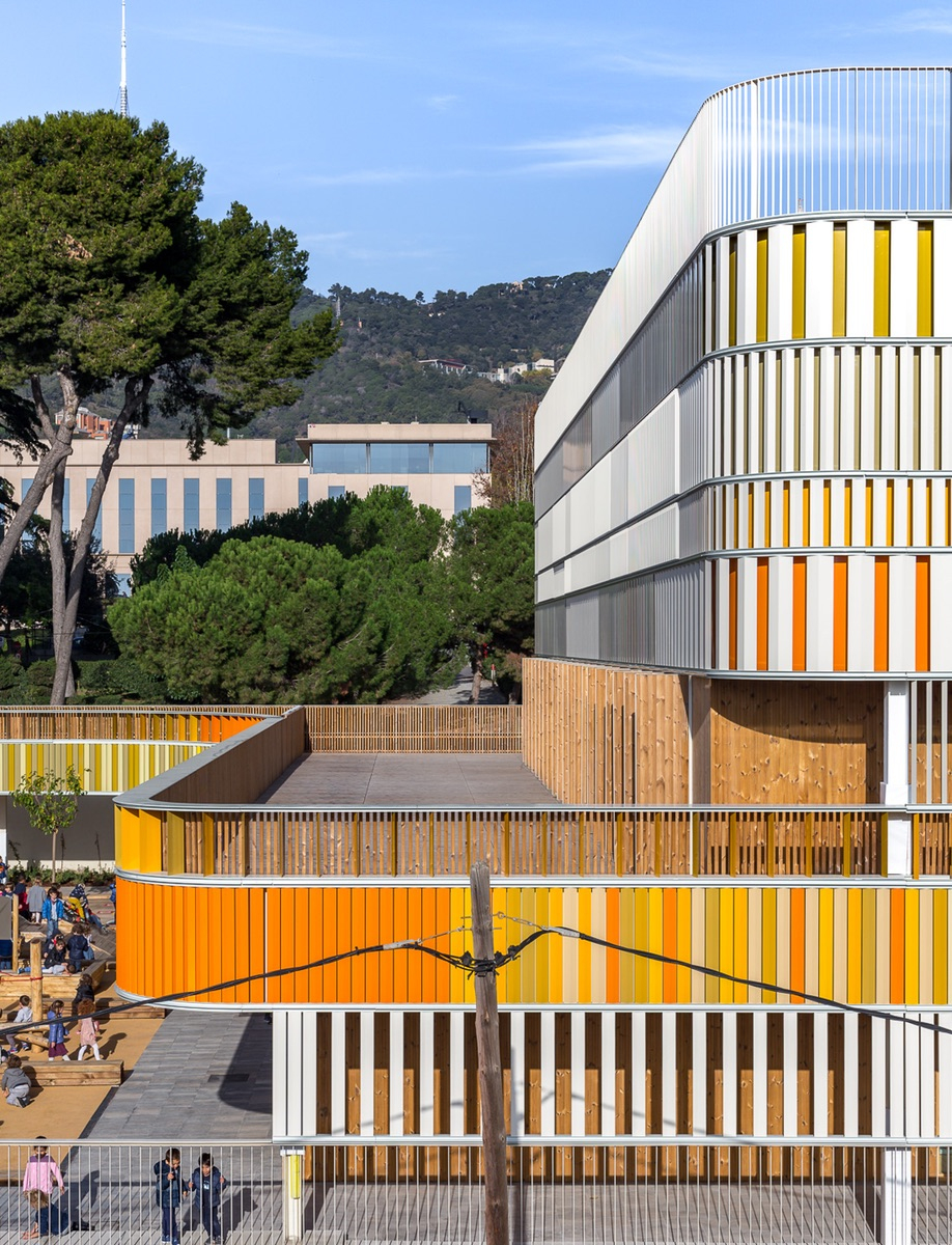 A Barcelona French School Gets A Contemporary Classmate intérieur Addition Maternelle