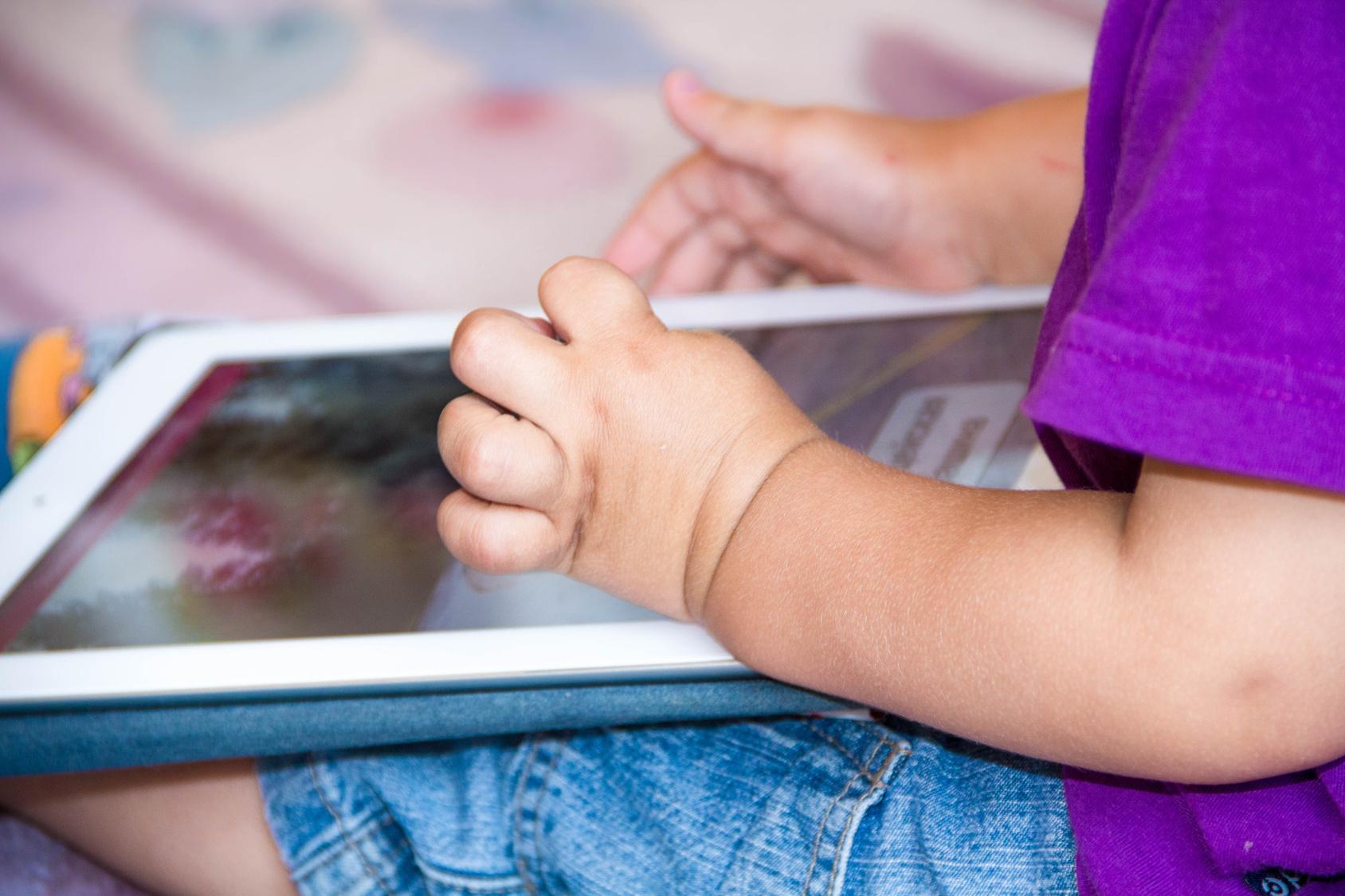 Applis, Tablettes Éducatives… Le Bon Usage Des Écrans Pour intérieur Tablette Pour Enfant De 4 Ans