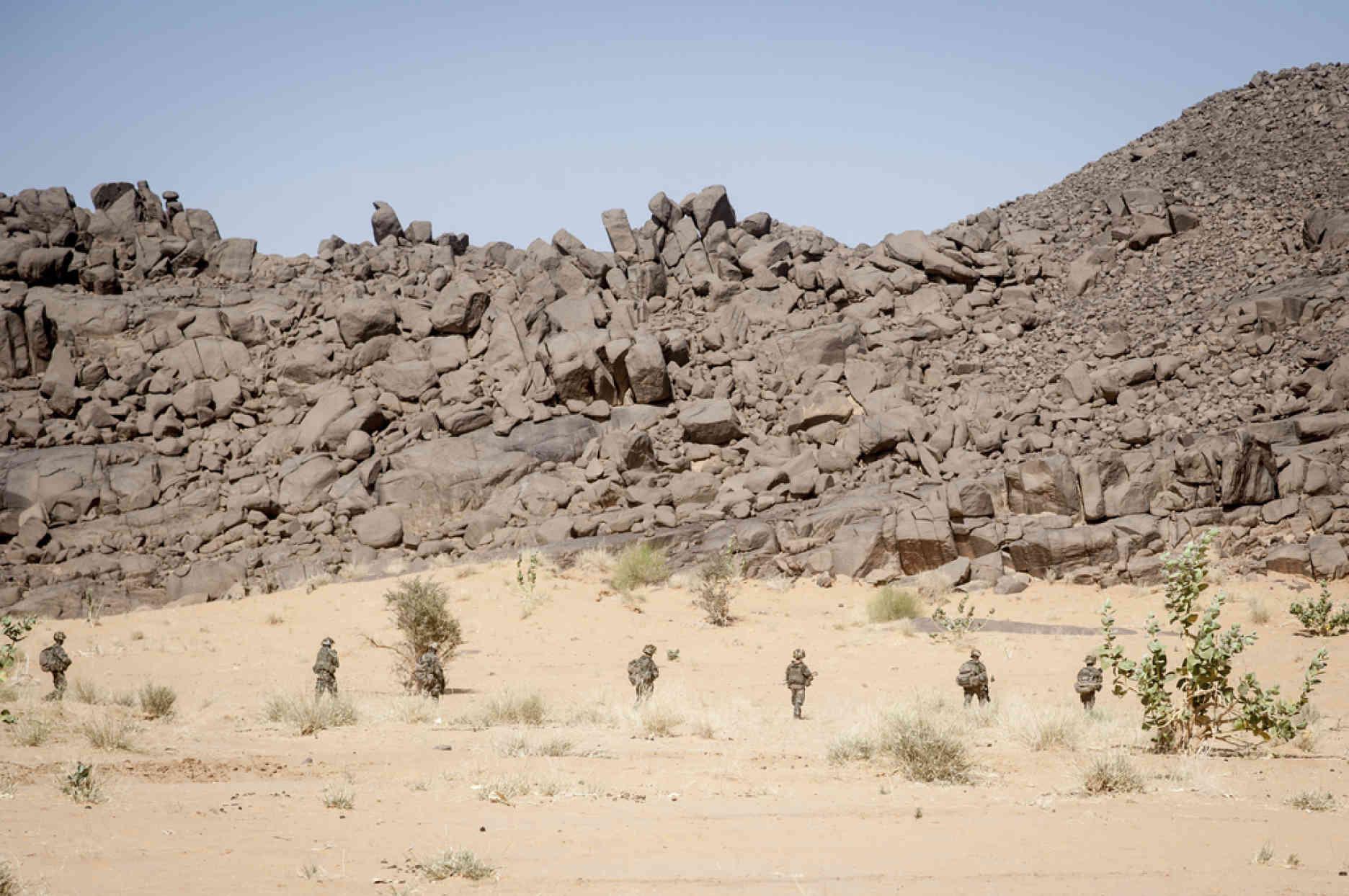 Au Mali, L'armée Française À La Poursuite Des Djihadistes serapportantà Cauchemar Poursuite