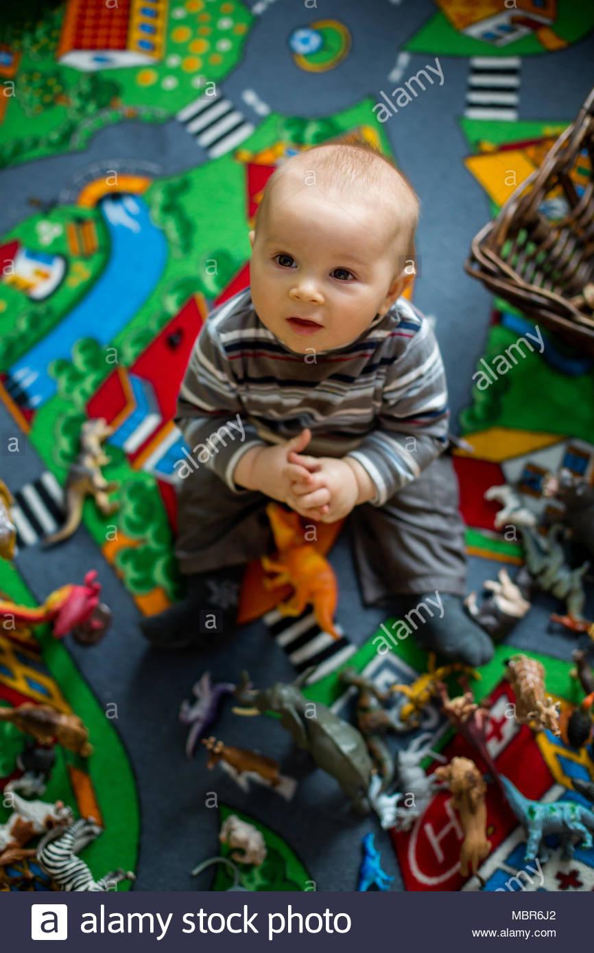 Beau Petit Bébé Garçon Enfant, Smiling At Camera, Les encequiconcerne Jeux De Bébé Garçon
