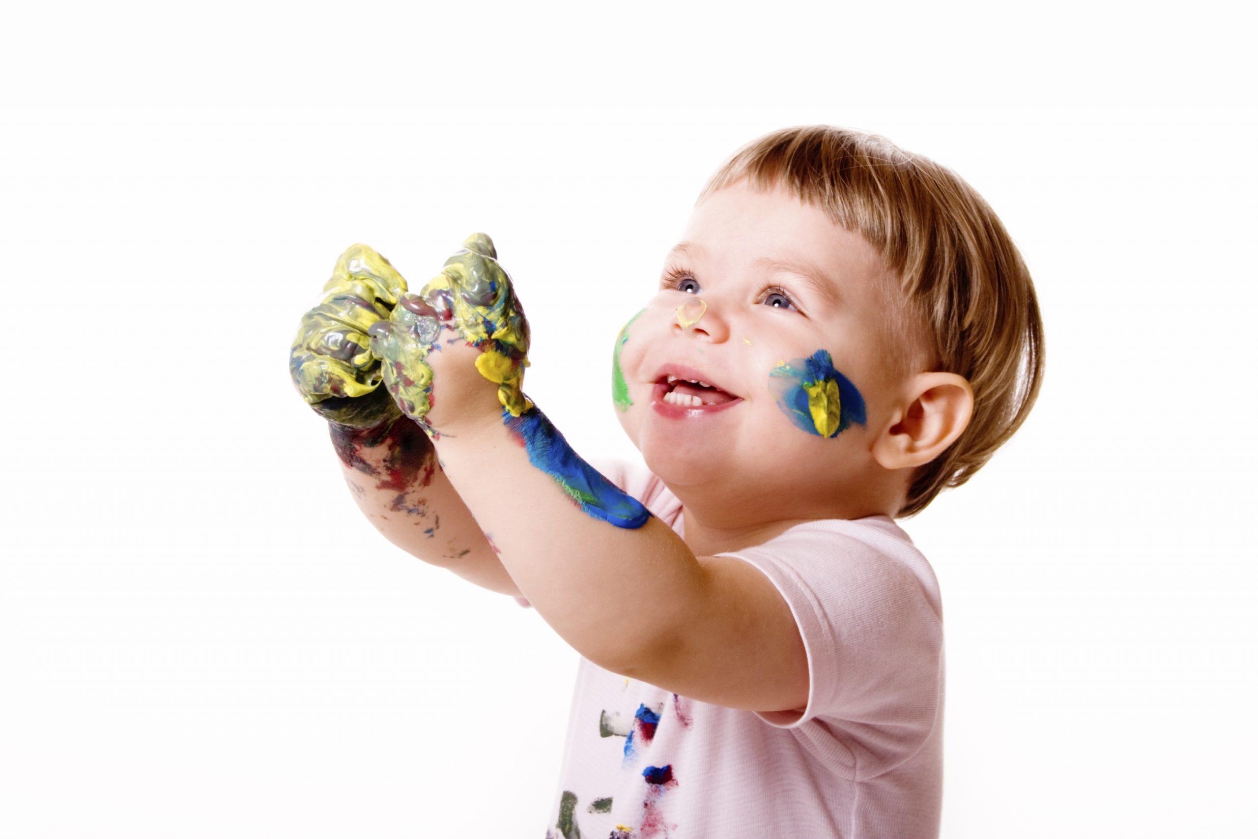 Bébé A 15 Mois : Jeux, Jouets Et Activités Ludiques encequiconcerne Jeu De Bebe Pour Fille