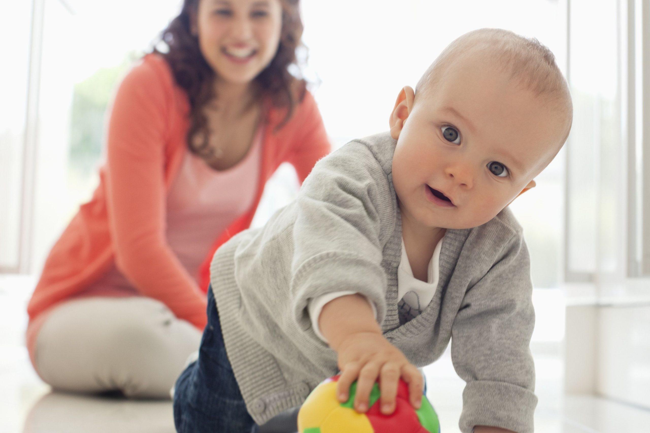 Bébé A 9 Mois : Développement, Motricité, Éveil, Santé intérieur Bebe 6 Mois Eveil