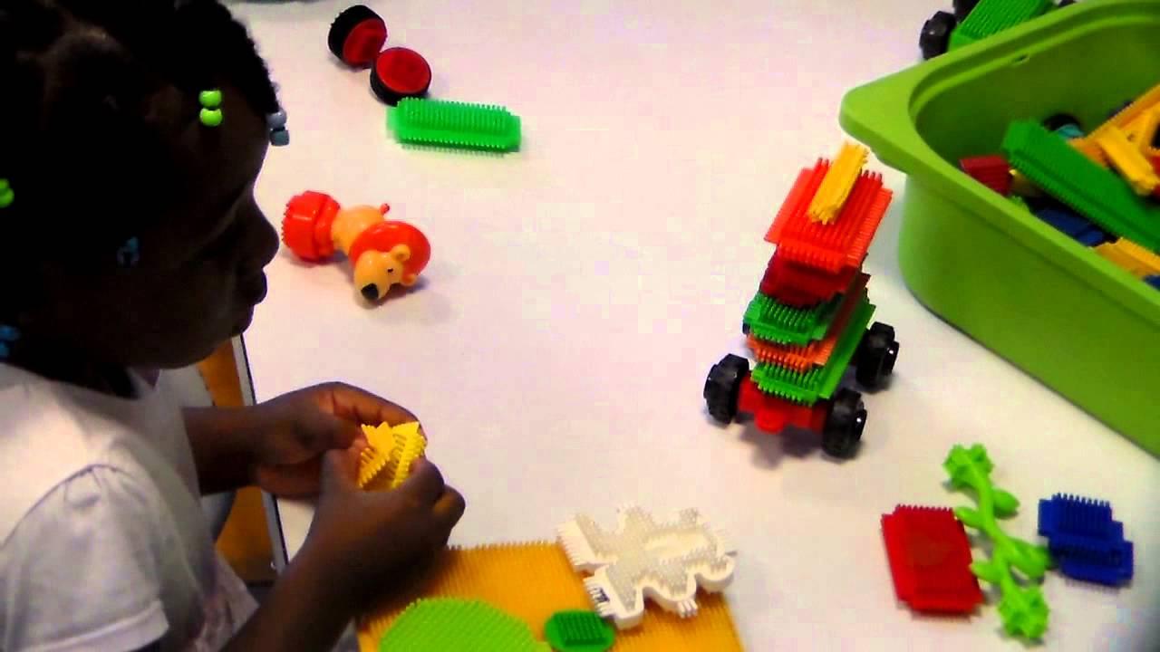 Chloé Ndongo Fait Une Activité Ludique À La Maternelle - serapportantà Activité Ludique Maternelle