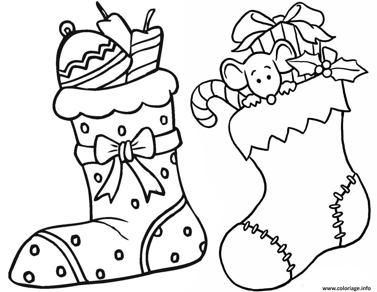Coloriage Deux Bas De Noel Avec Des Surprises Dessin À destiné Dessin A Colorier De Noel Gratuit A Imprimer