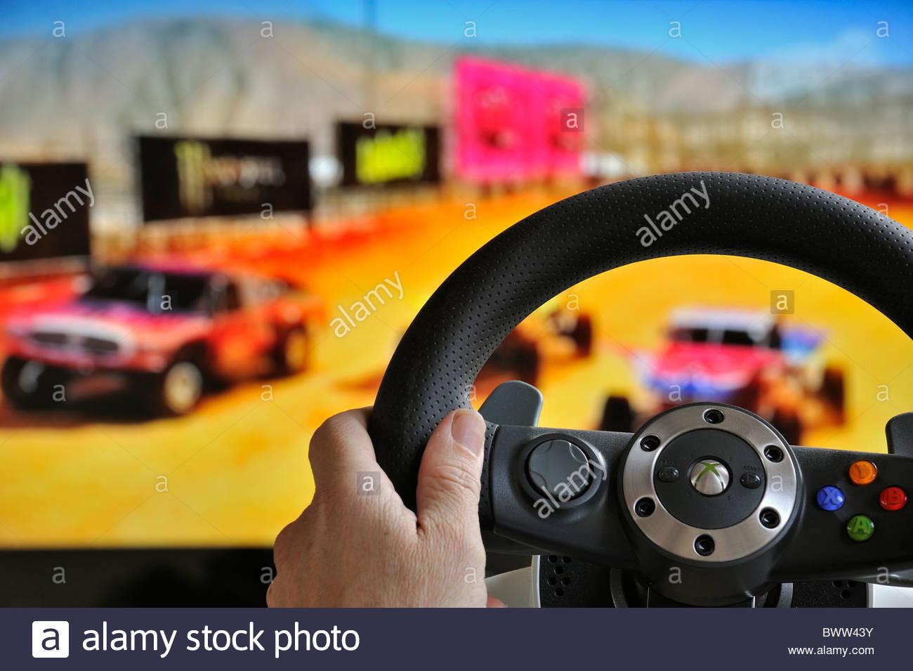 Contrôleur De Volant En Face De L'écran De Télévision intérieur Jeux De Voiture Au Volant