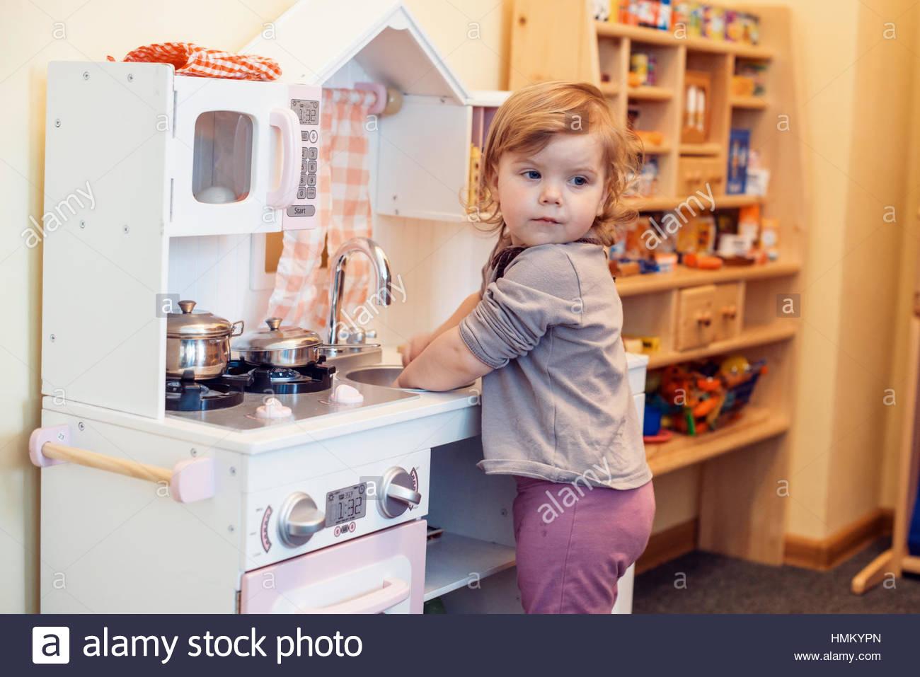 Cuisine Jouet Jeu Bébé Fille Banque D'images, Photo Stock tout Jeux Bebe Fille