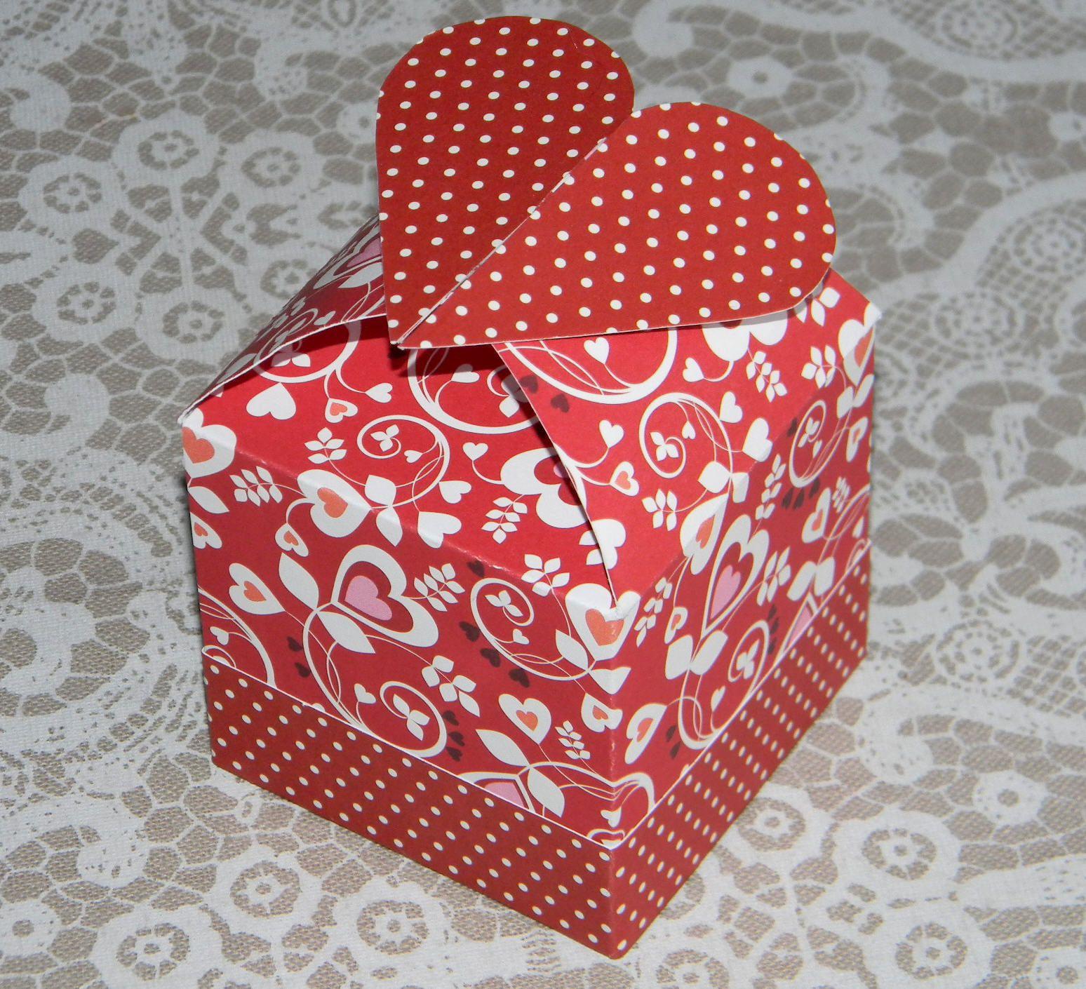 Diy Boîte Cube Avec Cœur (Gabarit À Imprimer) - Crealoutre encequiconcerne Gabarit Boite En Papier