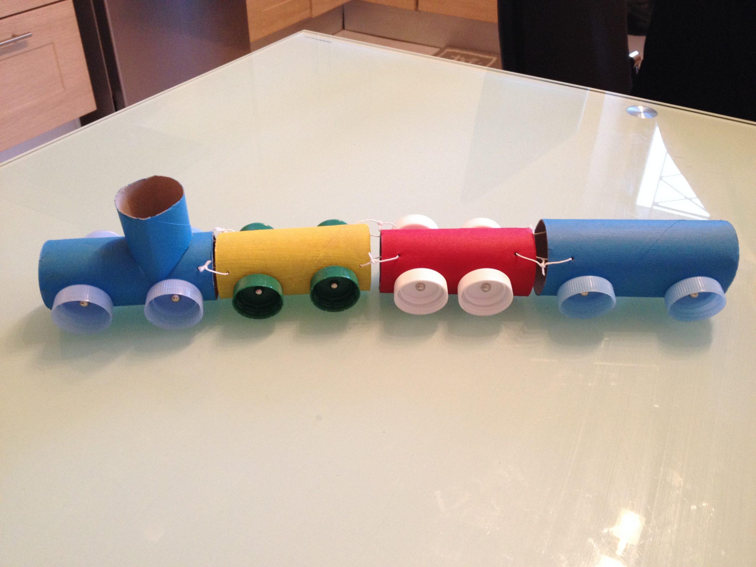 Diy*° Un Petit Train Récup ⋆ So Mummy encequiconcerne Activité Manuelle Enfant 3 Ans