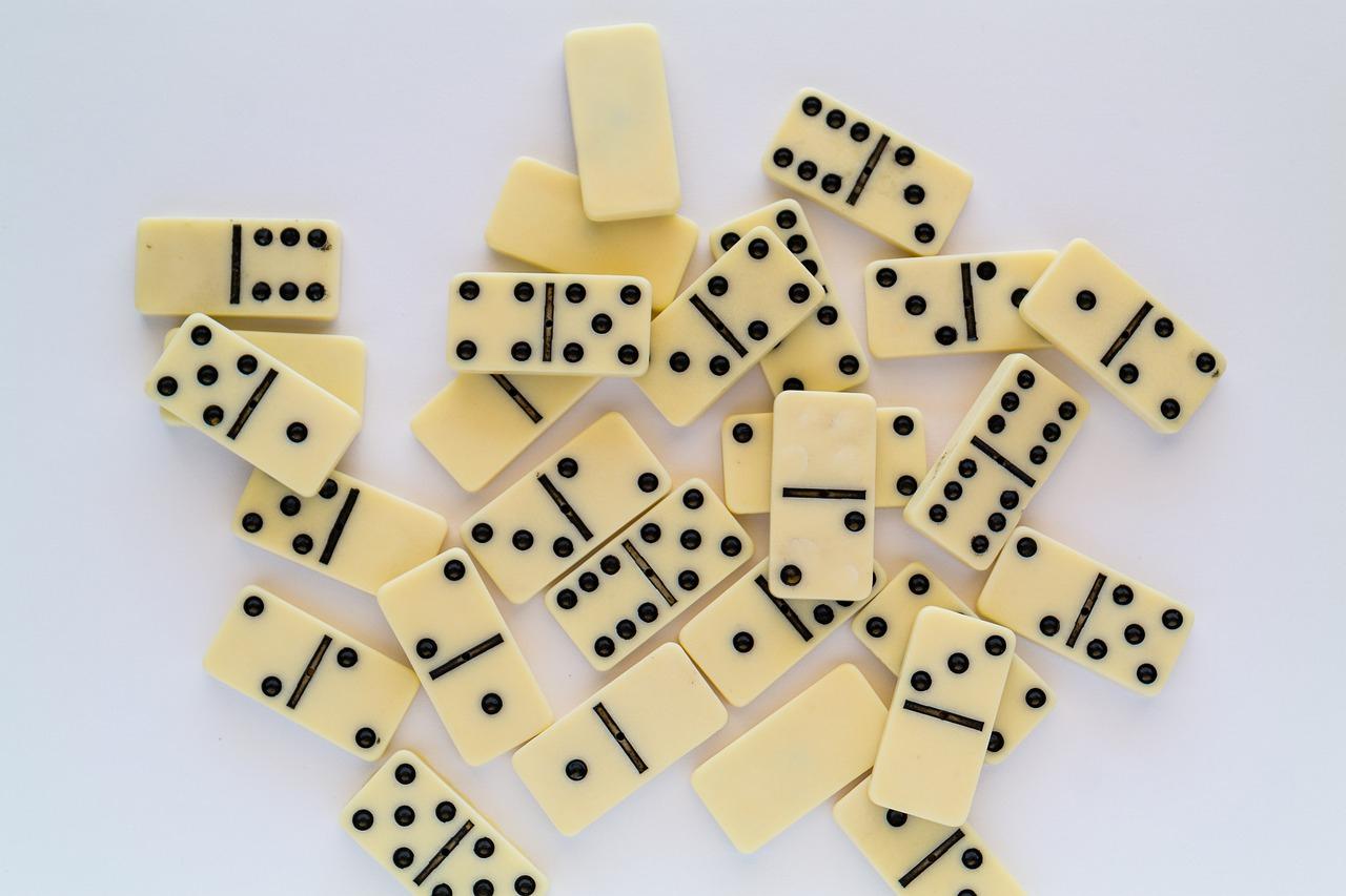 Dominos Jeu Jouer De - Photo Gratuite Sur Pixabay à Jouer Au Domino Gratuitement