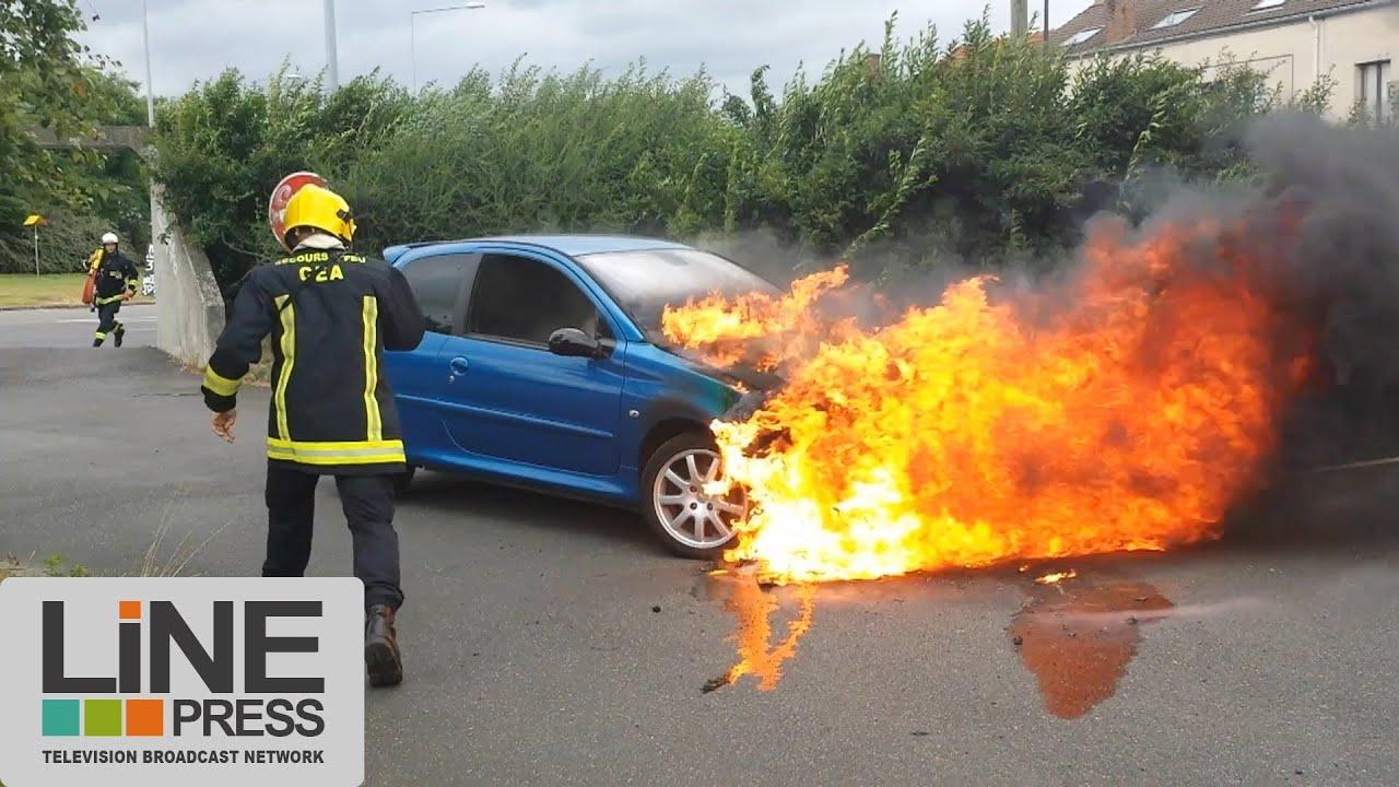 Feu De Voiture Accidentel (Car Fire) / Saclay (91) - France 30 Juillet 2013  ©Line Press tout Jeux De Voiture Avec Feu Rouge