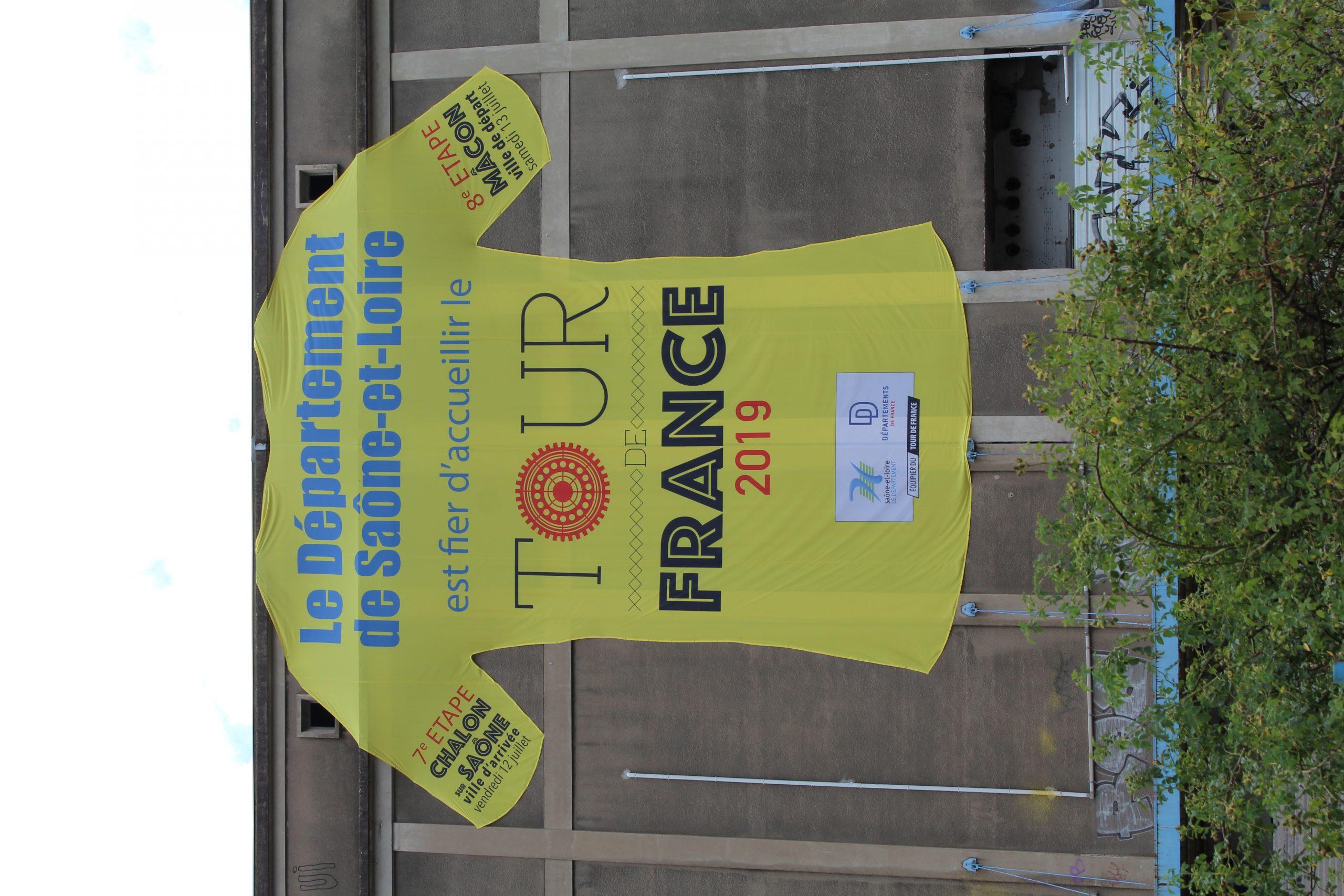 File:arrivée 7E Étape Tour France 2019 2019-07-12 St Rémy avec Departement 12 En France