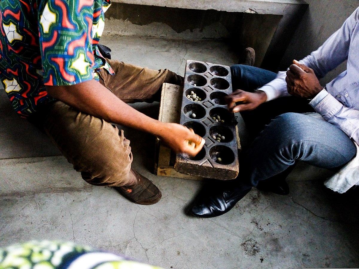 File:le Jeu Adji- Awalé (Domino) À Cotonou Quartier Fifadji pour Jeu Du Domino