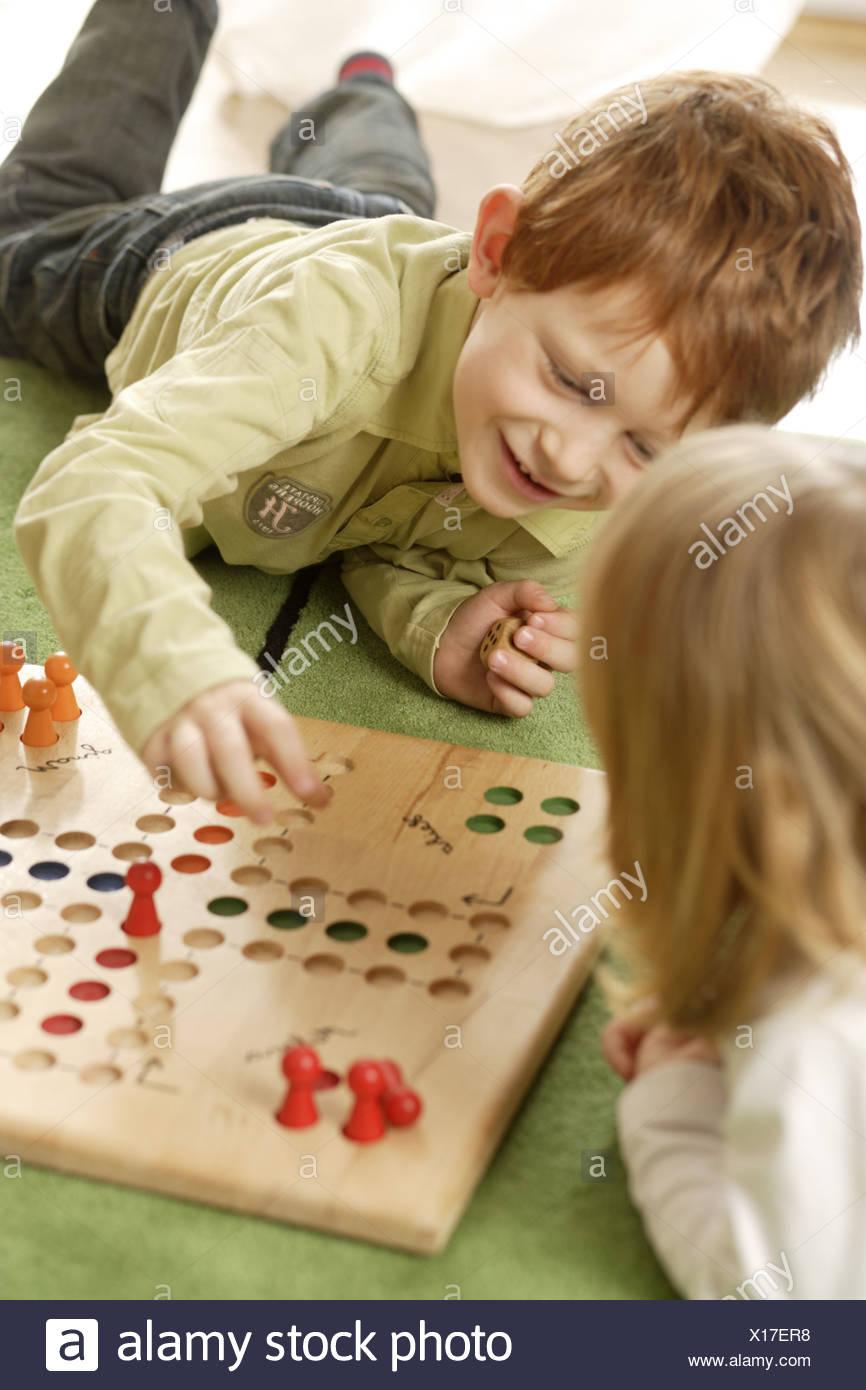 Fille Garçon Ludo Joue Série Détail Personnes Enfants La tout Jeux Pour Garçon Et Fille