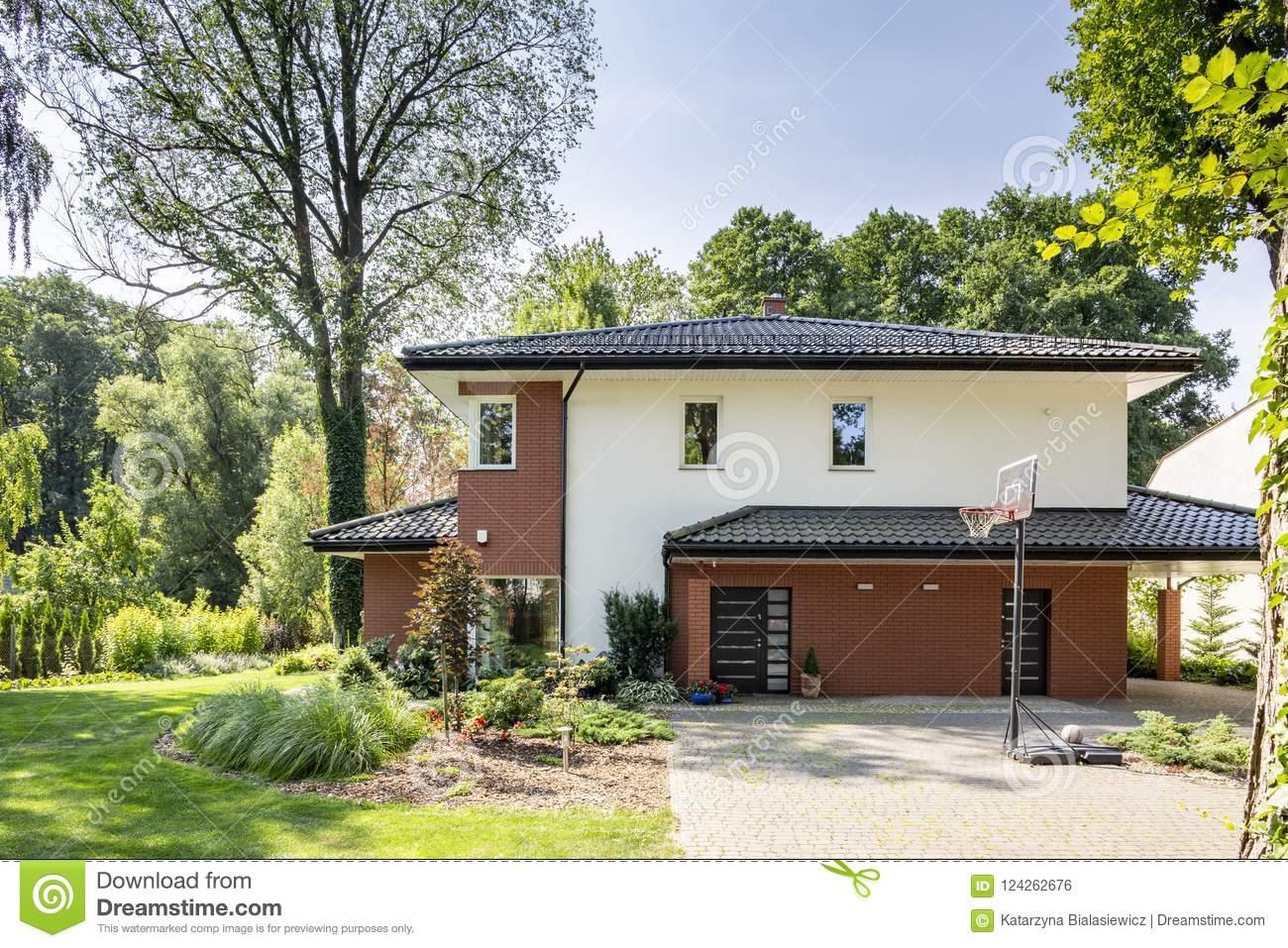 Grande Maison Avec Un Beaux Jardin Et Terrain De Jeu De intérieur Jeux De Grande Maison