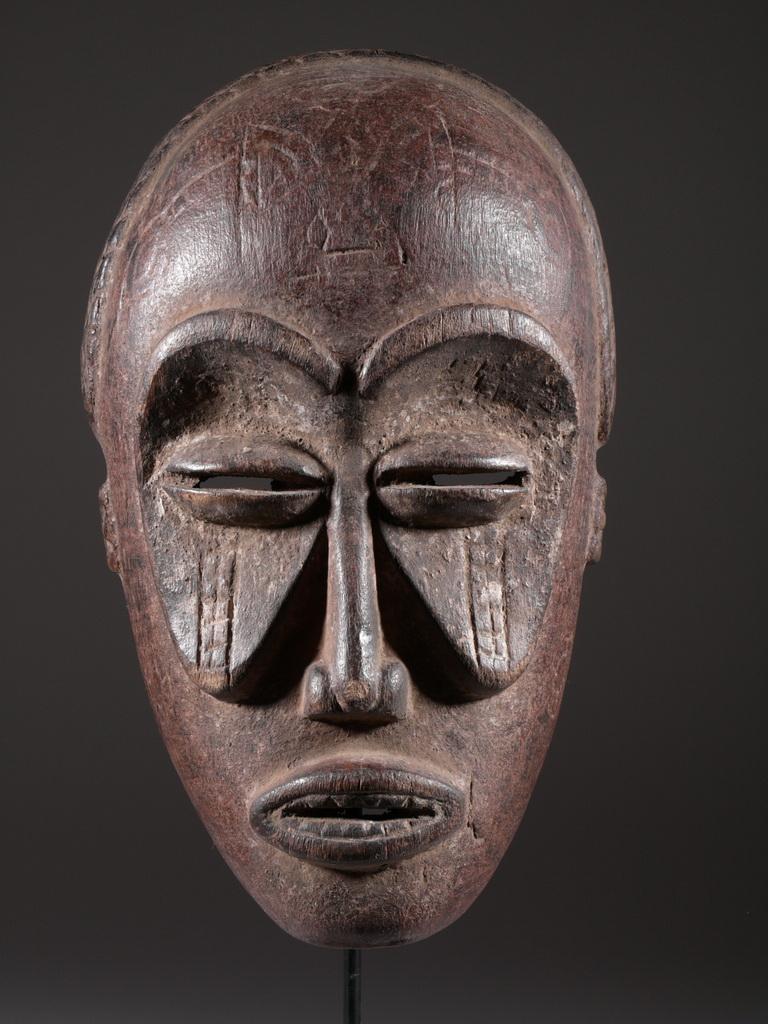 Index Of /art-Afrique/masque-Tchokwe intérieur Masque Afriquain