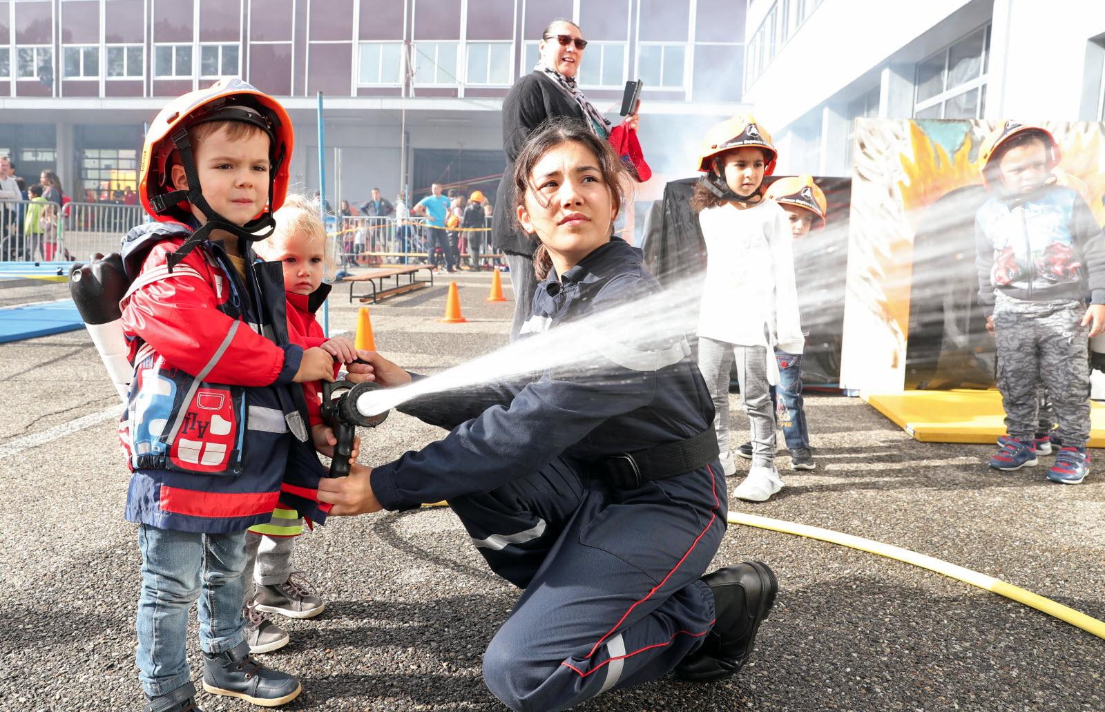 Insolite | [Diaporama] Au Jeu Les Pompiers Au Centre De concernant Jeu De Pompier Gratuit