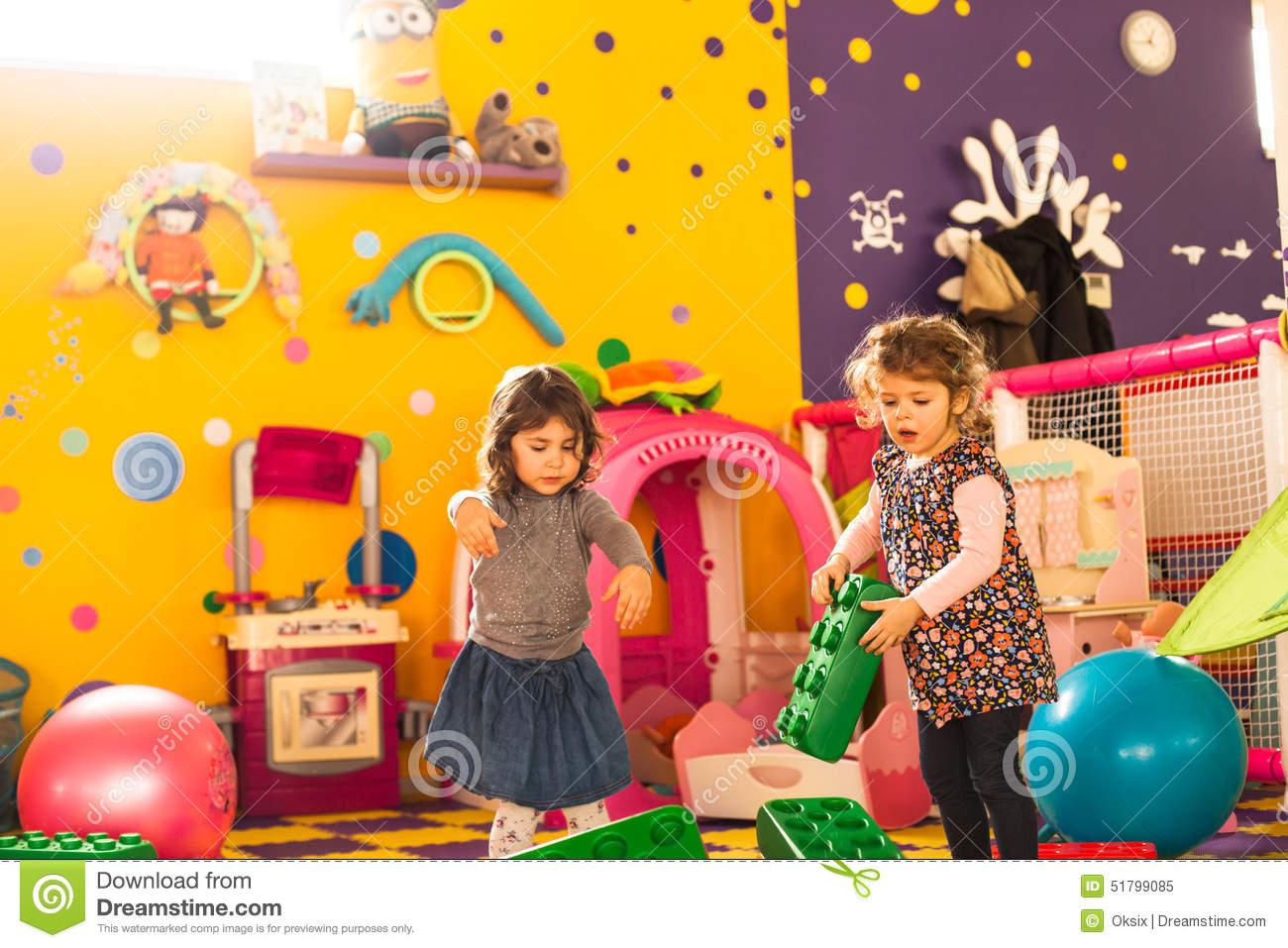 Jeu De Deux Filles Image Stock. Image Du Fille, Blocs - 51799085 destiné Jeux De Deux Fille